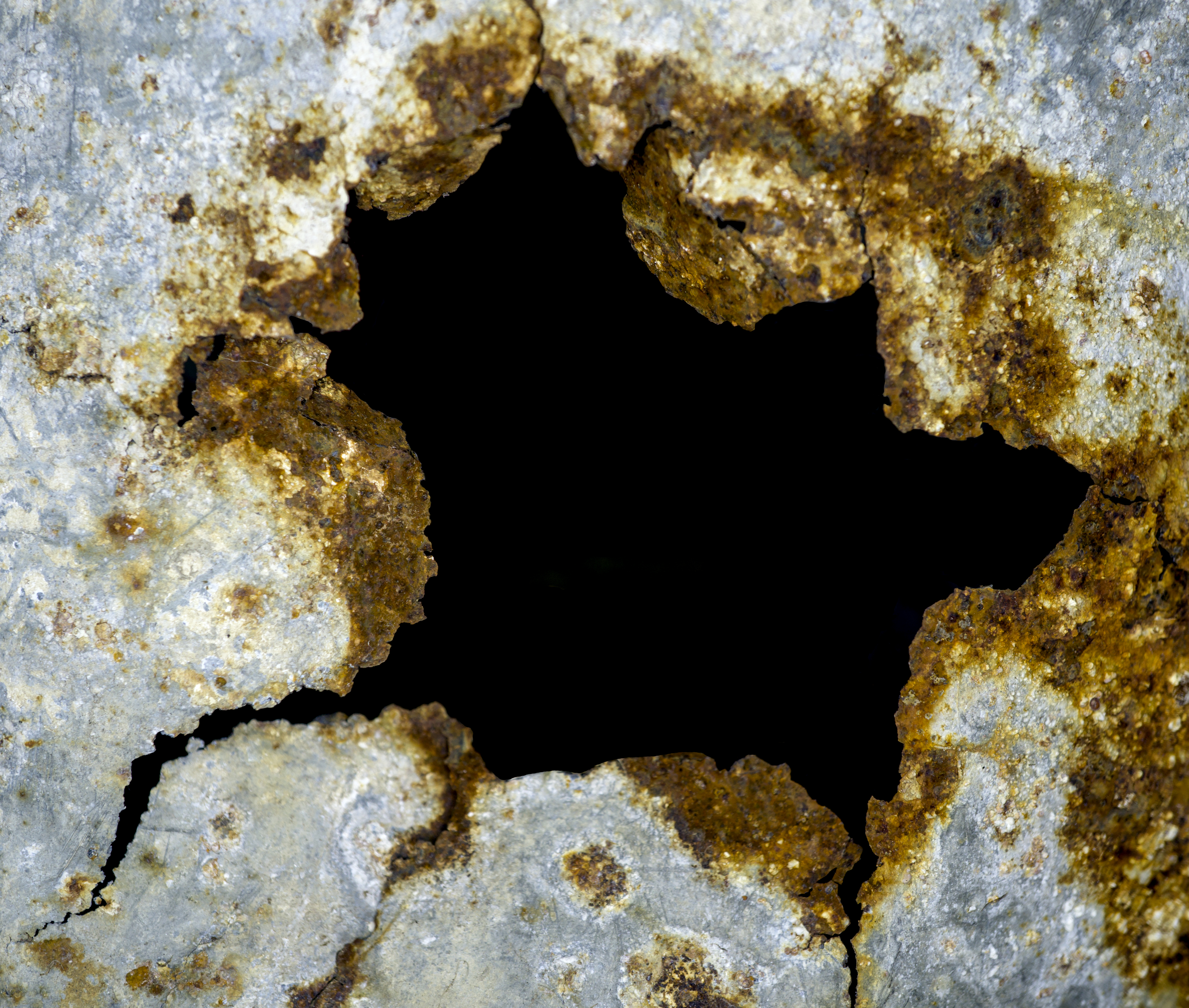 What Chemicals Rust Metal Rapidly?