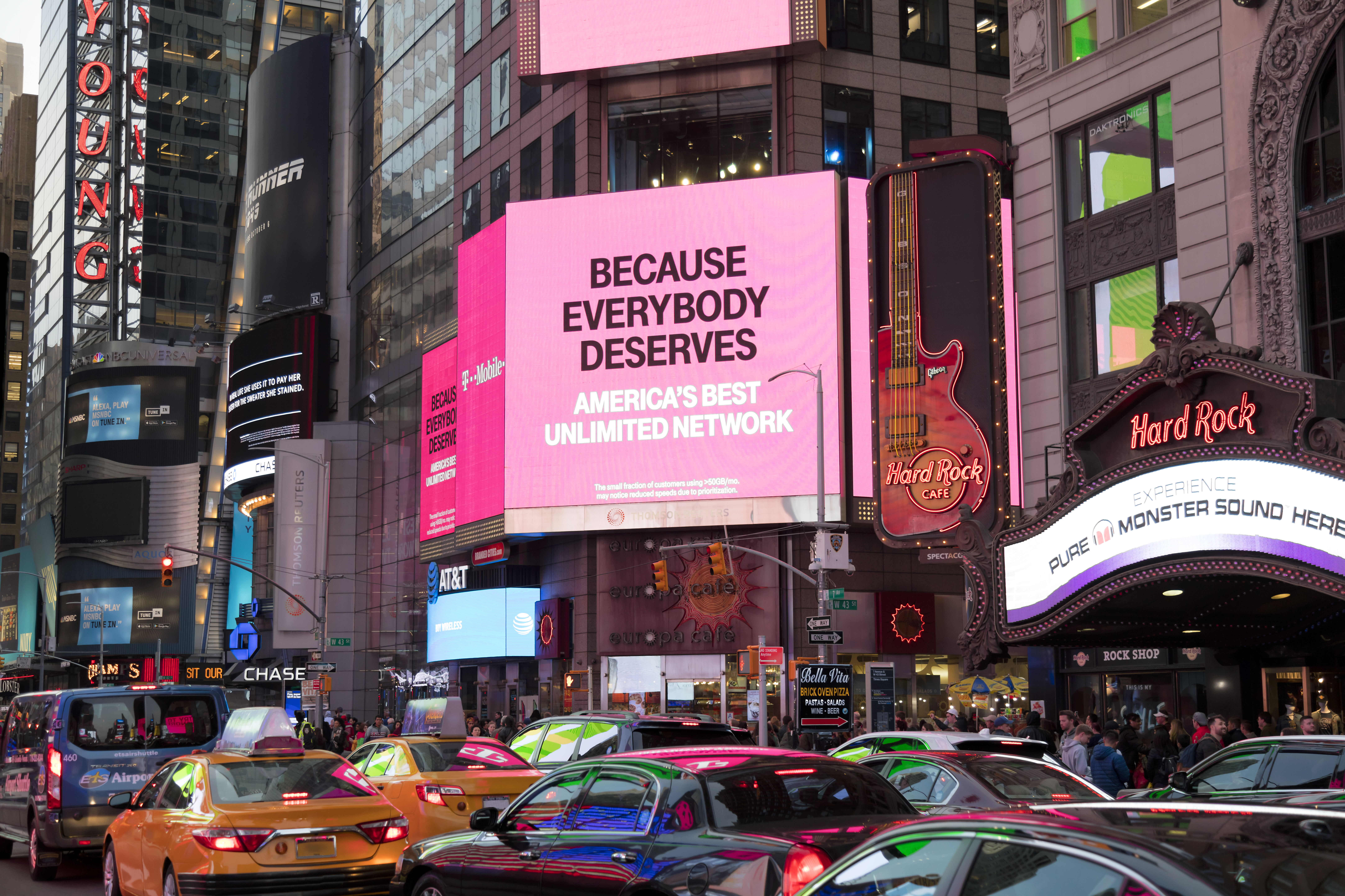 The Advantages & Disadvantages of Billboards As an