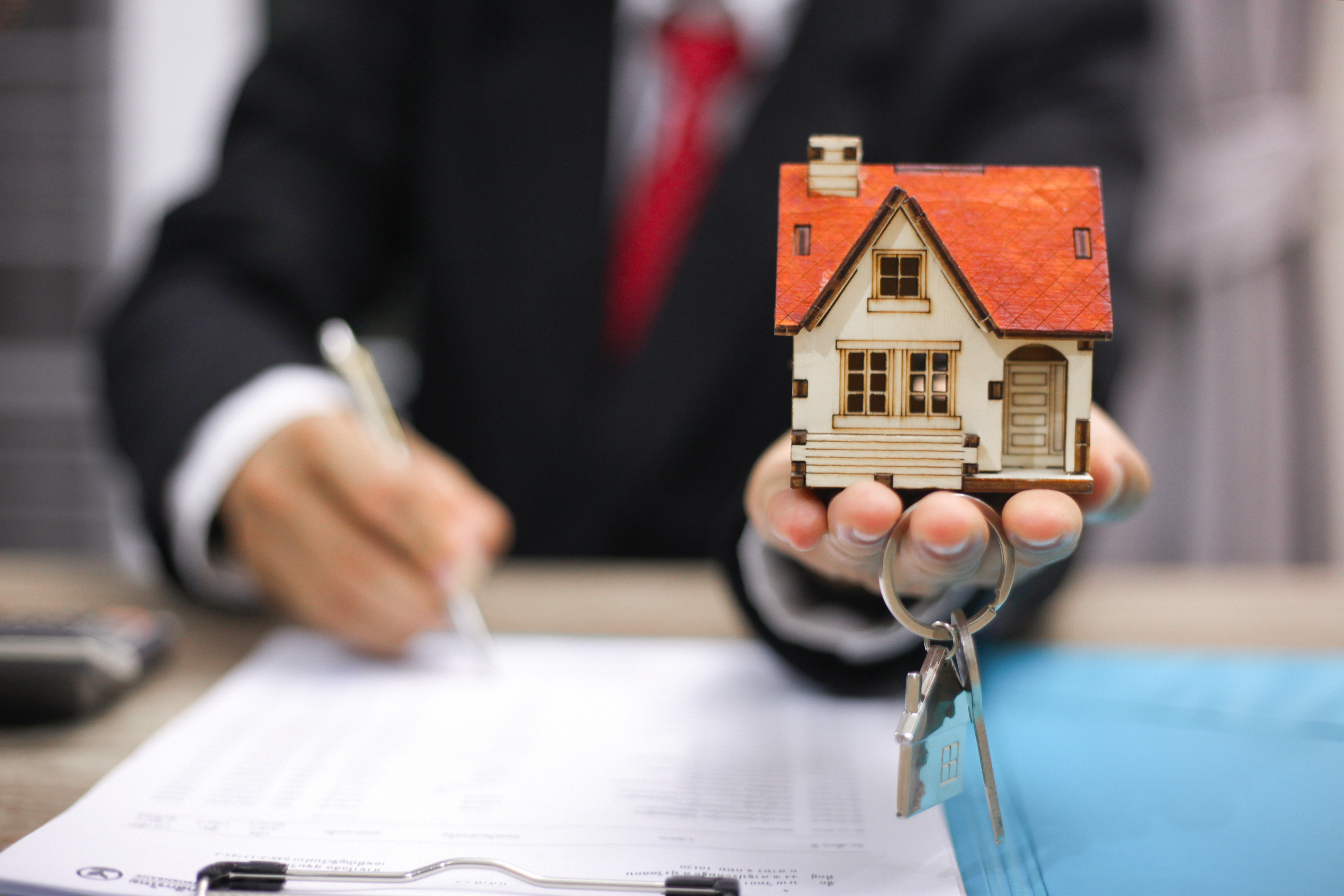 The Average Yearly Pay For A Mortgage Broker Work Chron Com