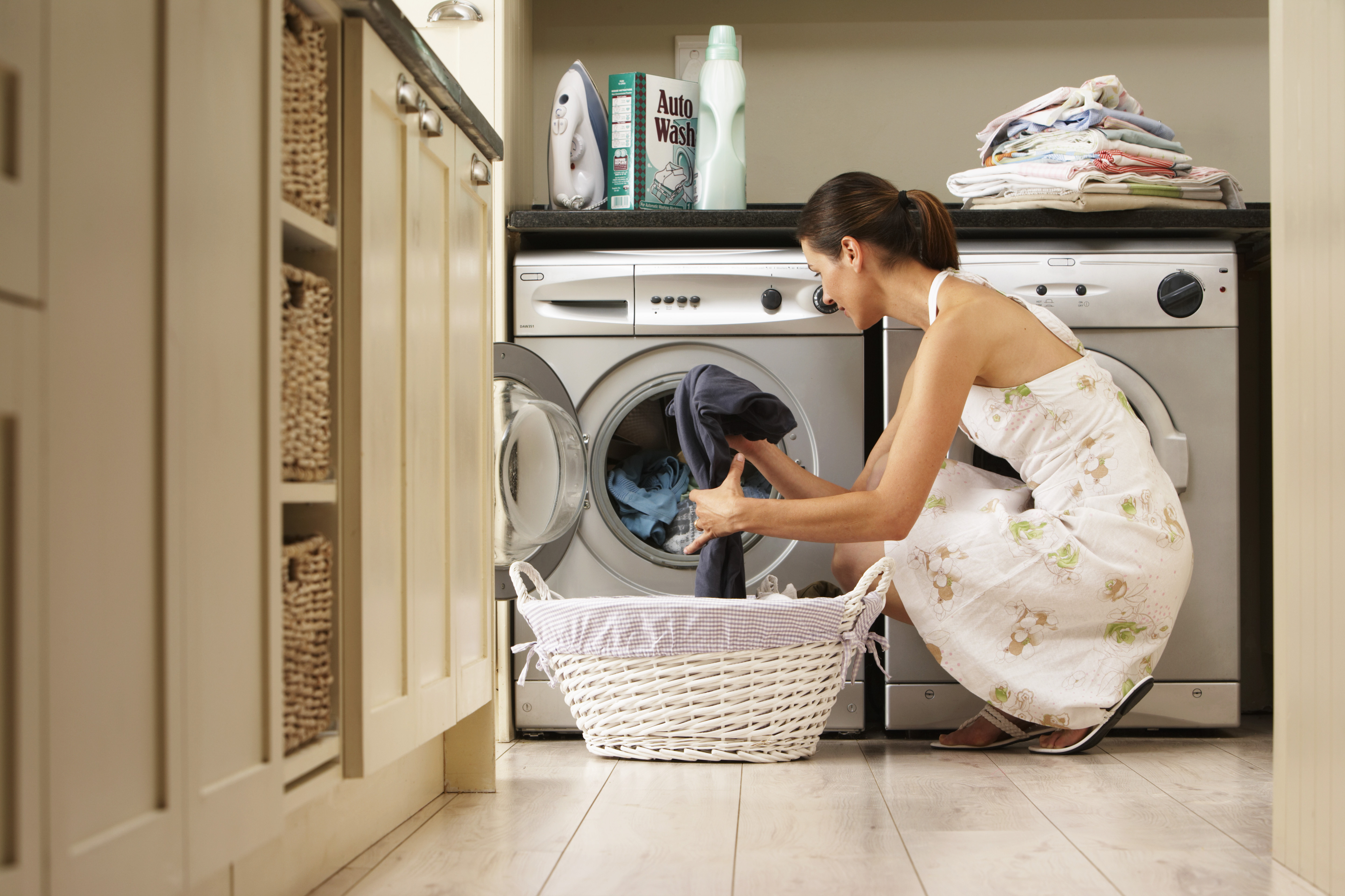 What Are the Pros & Cons of Using a Washing Machine Without an