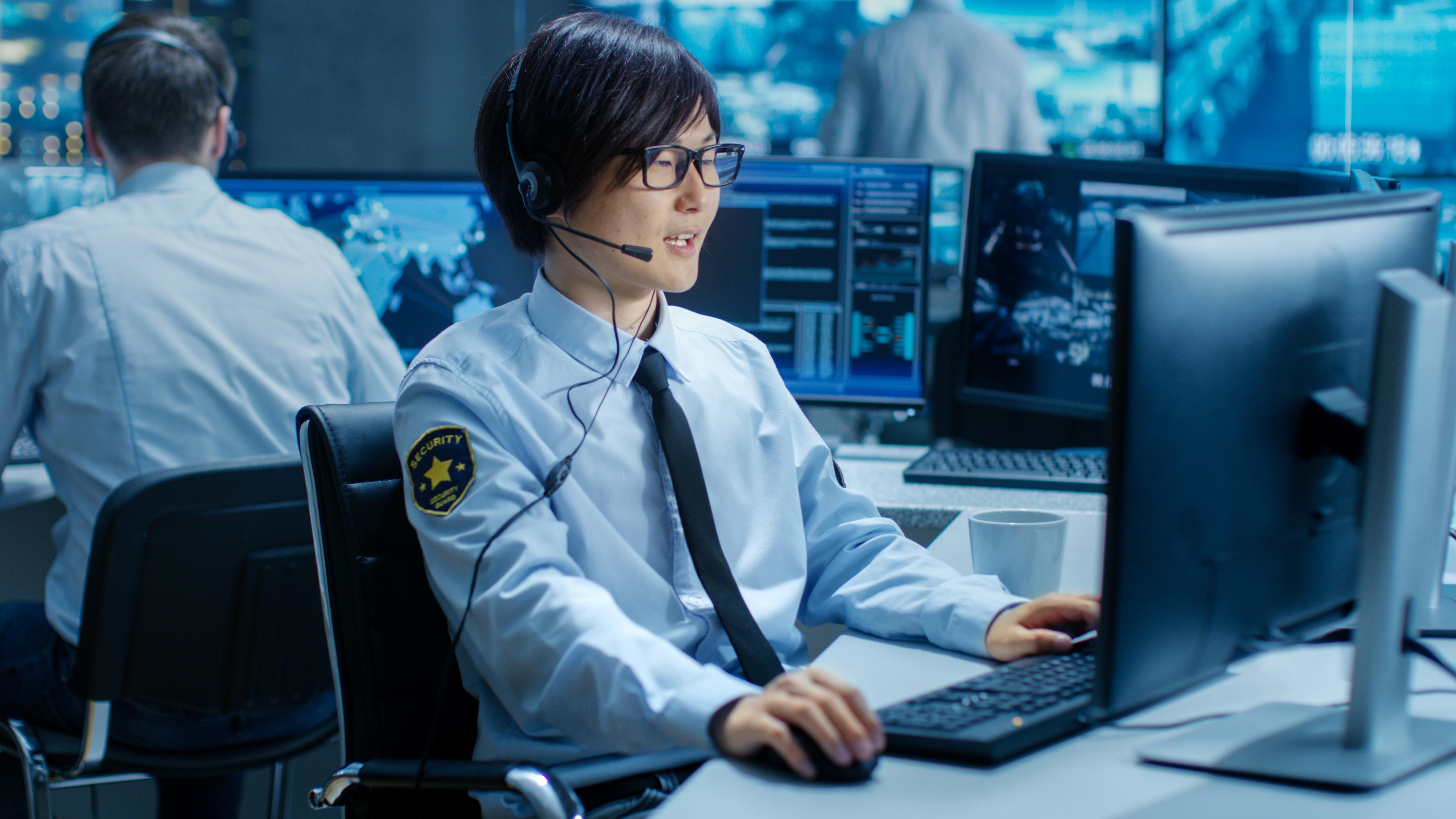 911 Dispatcher Responsibilities & Daily Activities | Career