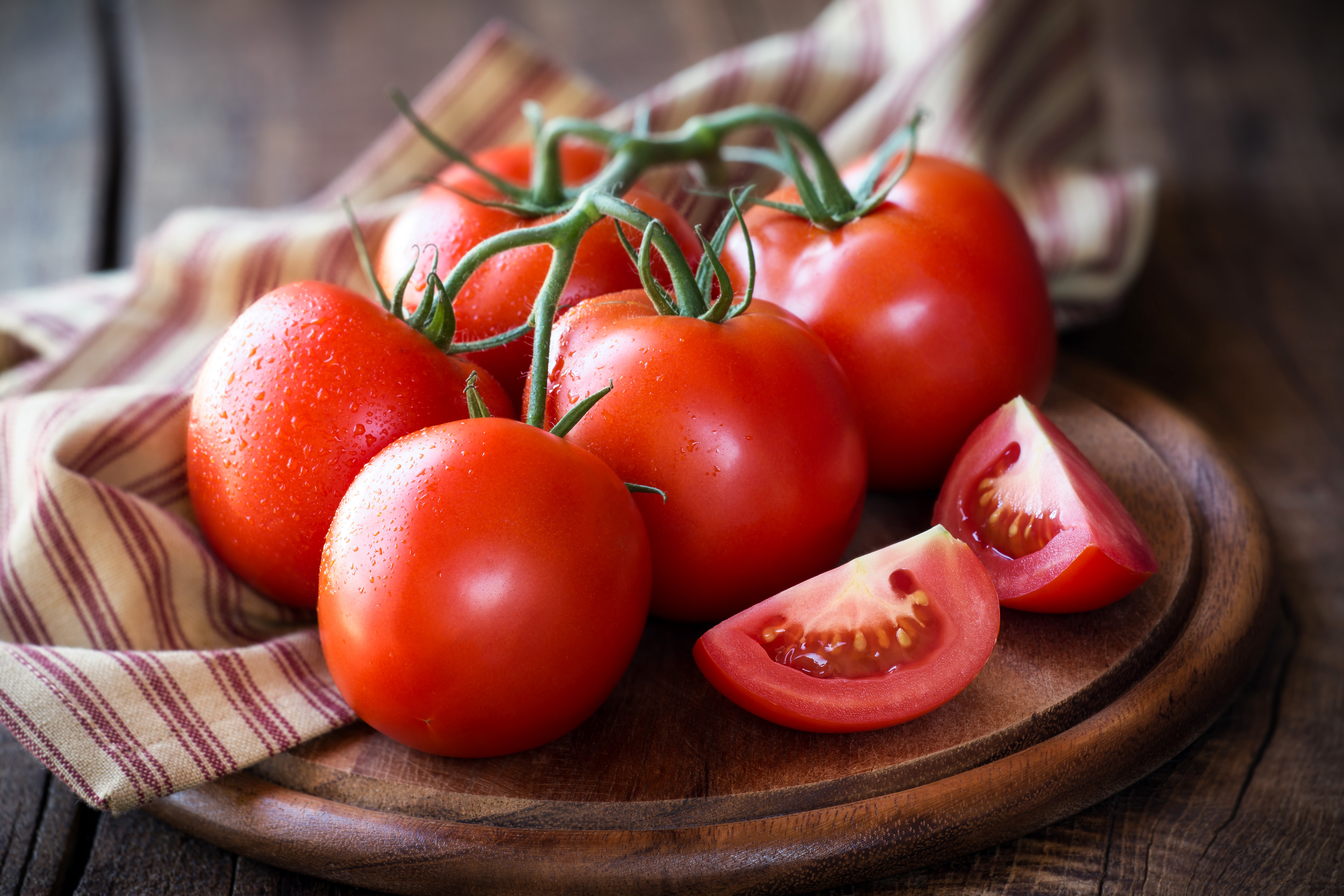 How Long Before a Plant Starts to Grow Tomatoes? | Home Guides | SF Gate