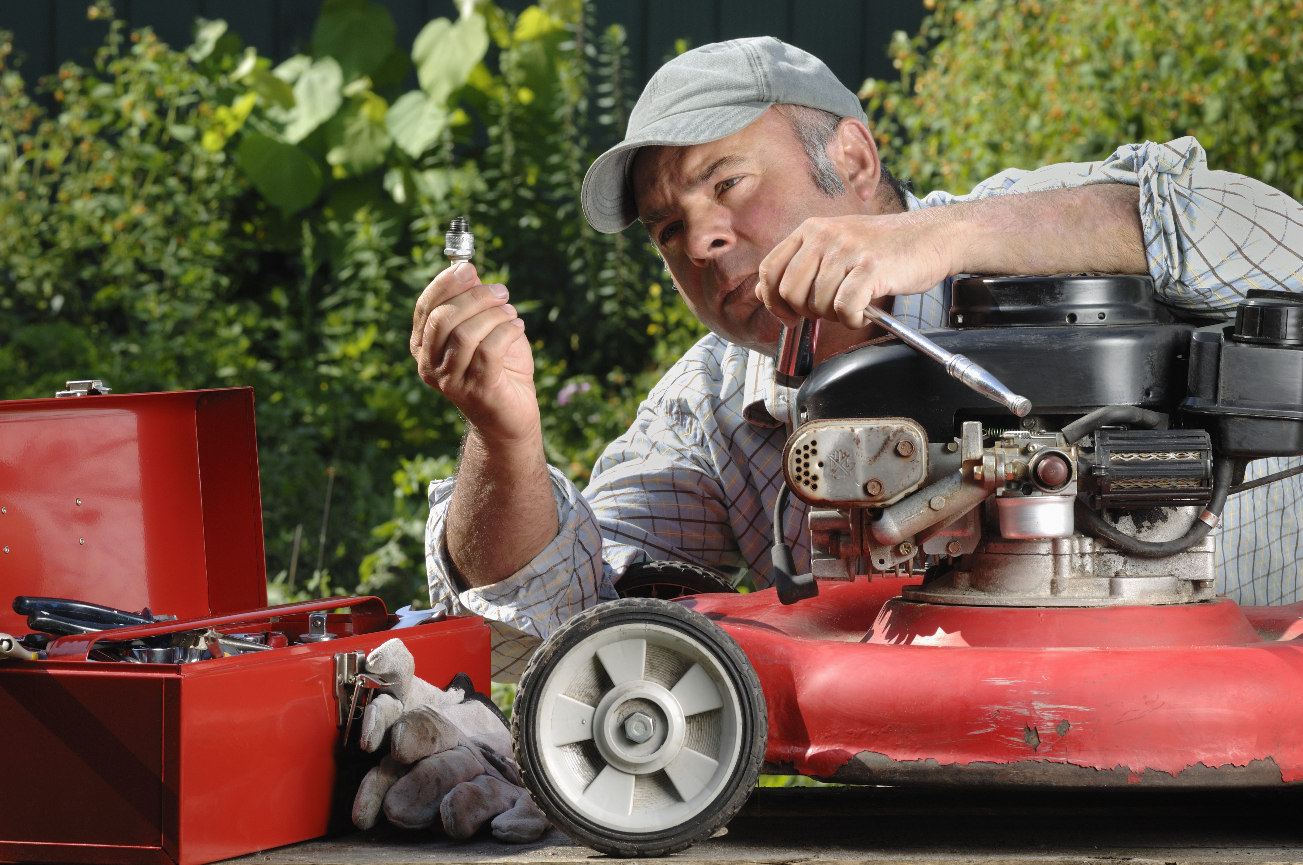 How to Change a the Oil in a Lawn Mower | Hunker