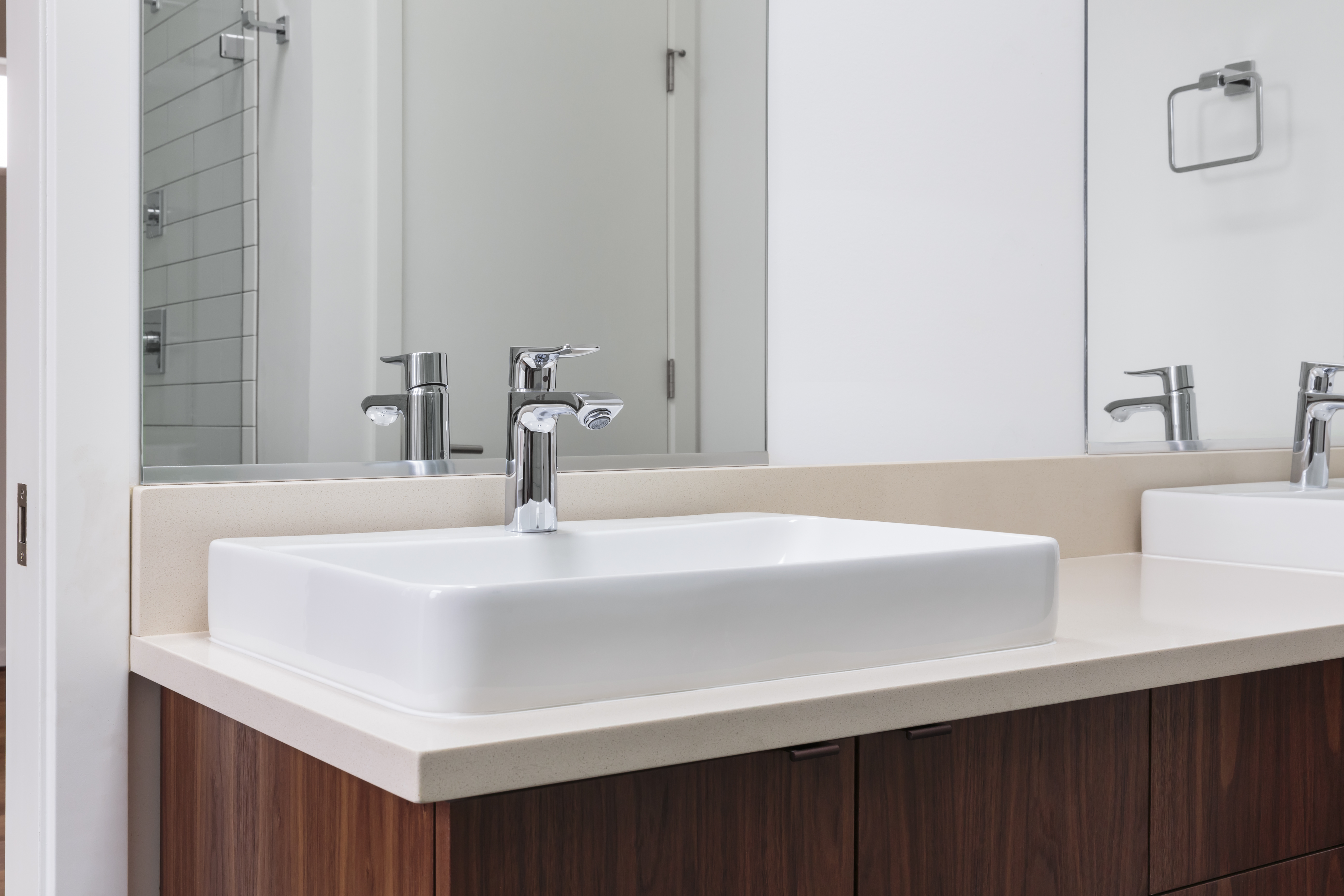 How To Choose A Bathroom Mirror Size