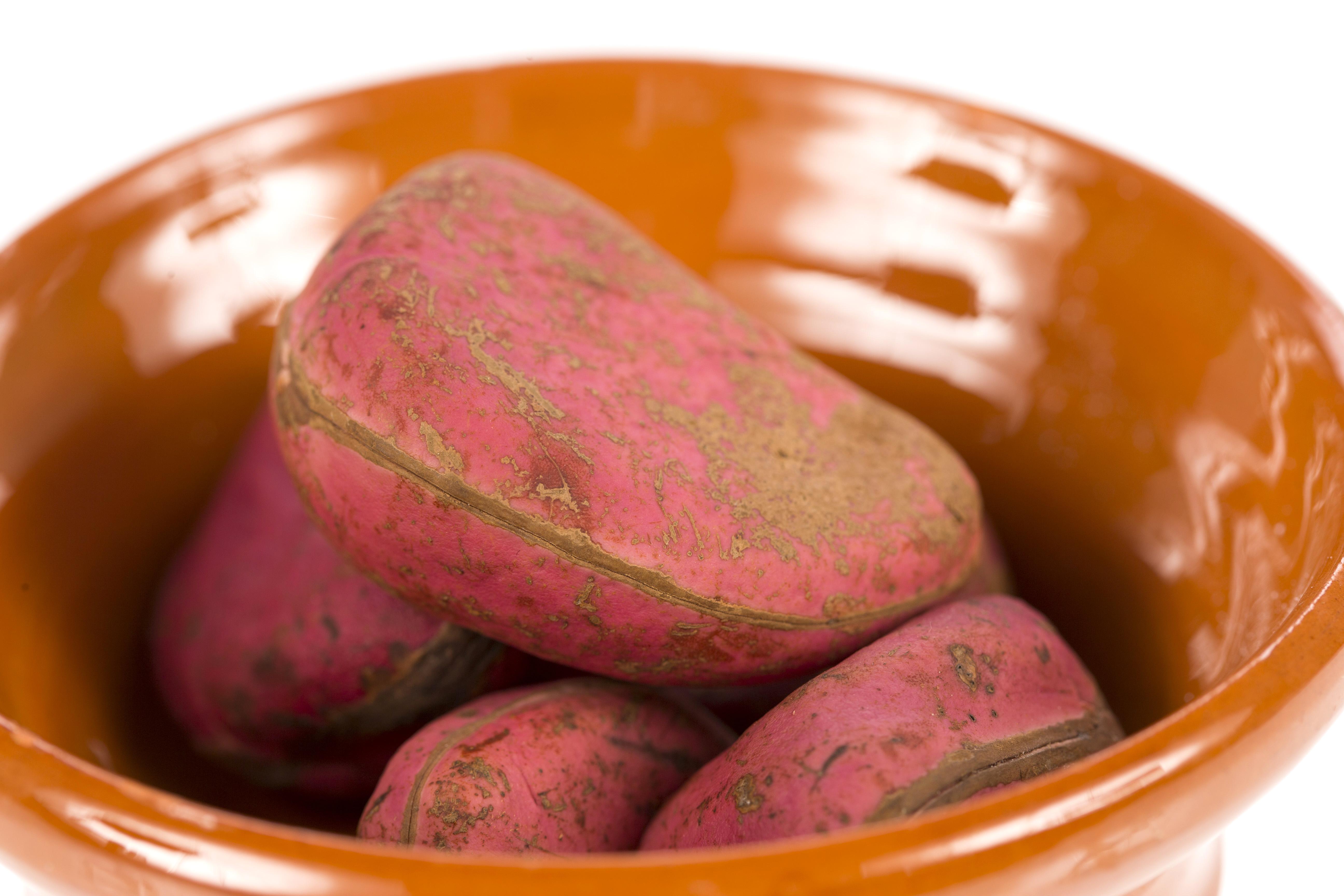 How to Eat a Kola Nut | LEAFtv