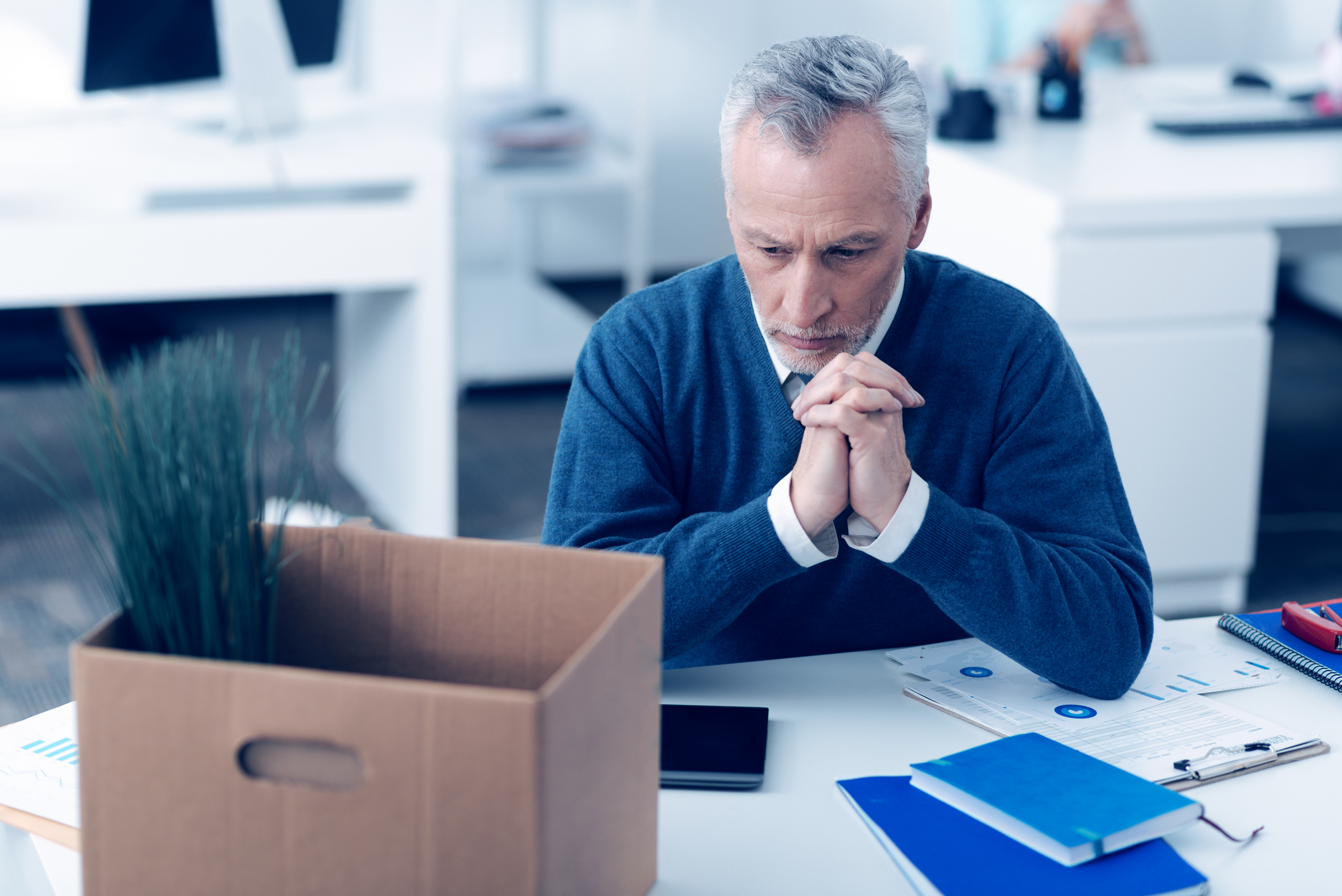 What Do You Put on a Resume if You Are Laid Off? | Career Trend
