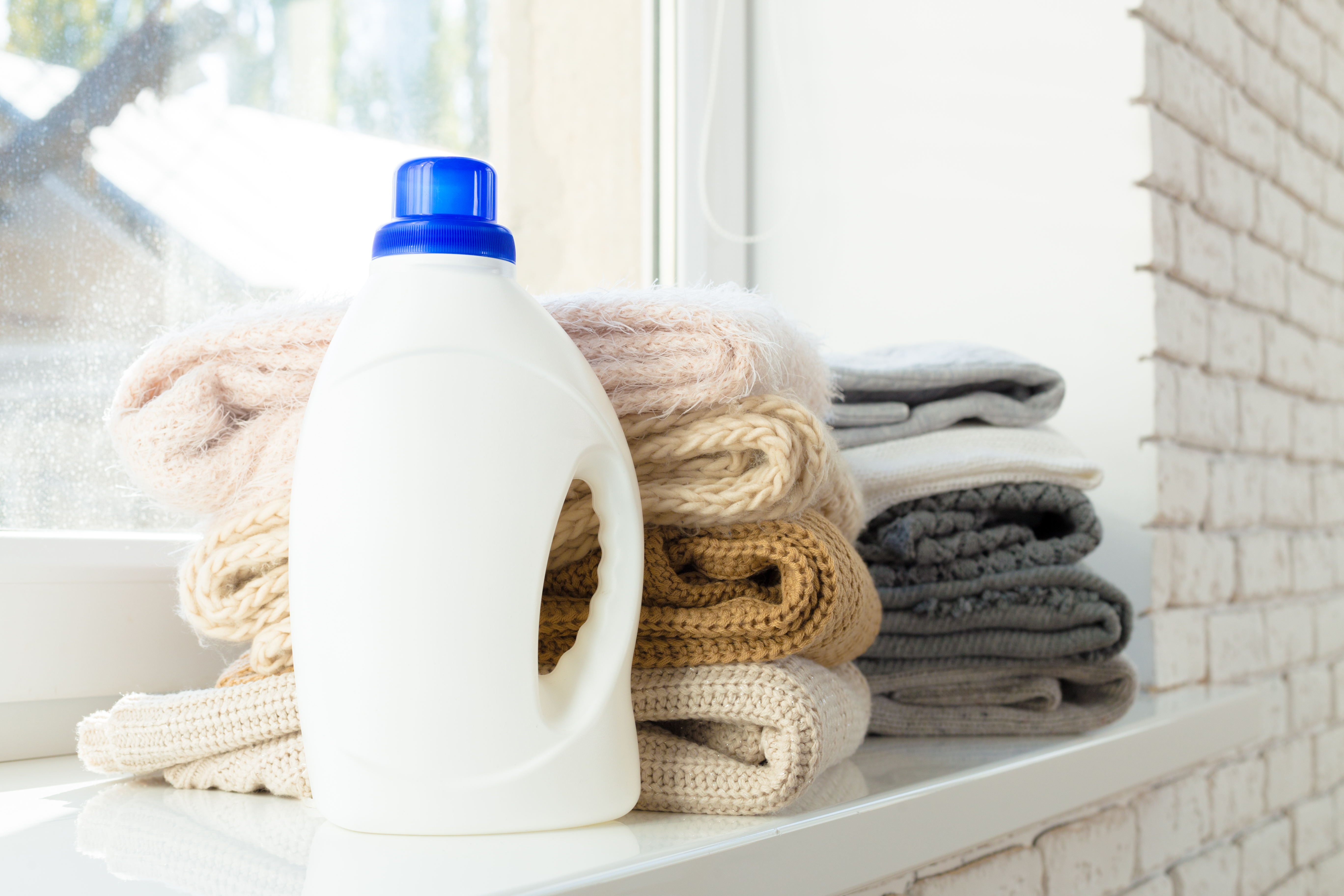 What Is the Ratio of Water to Dawn Liquid Detergent for Making an
