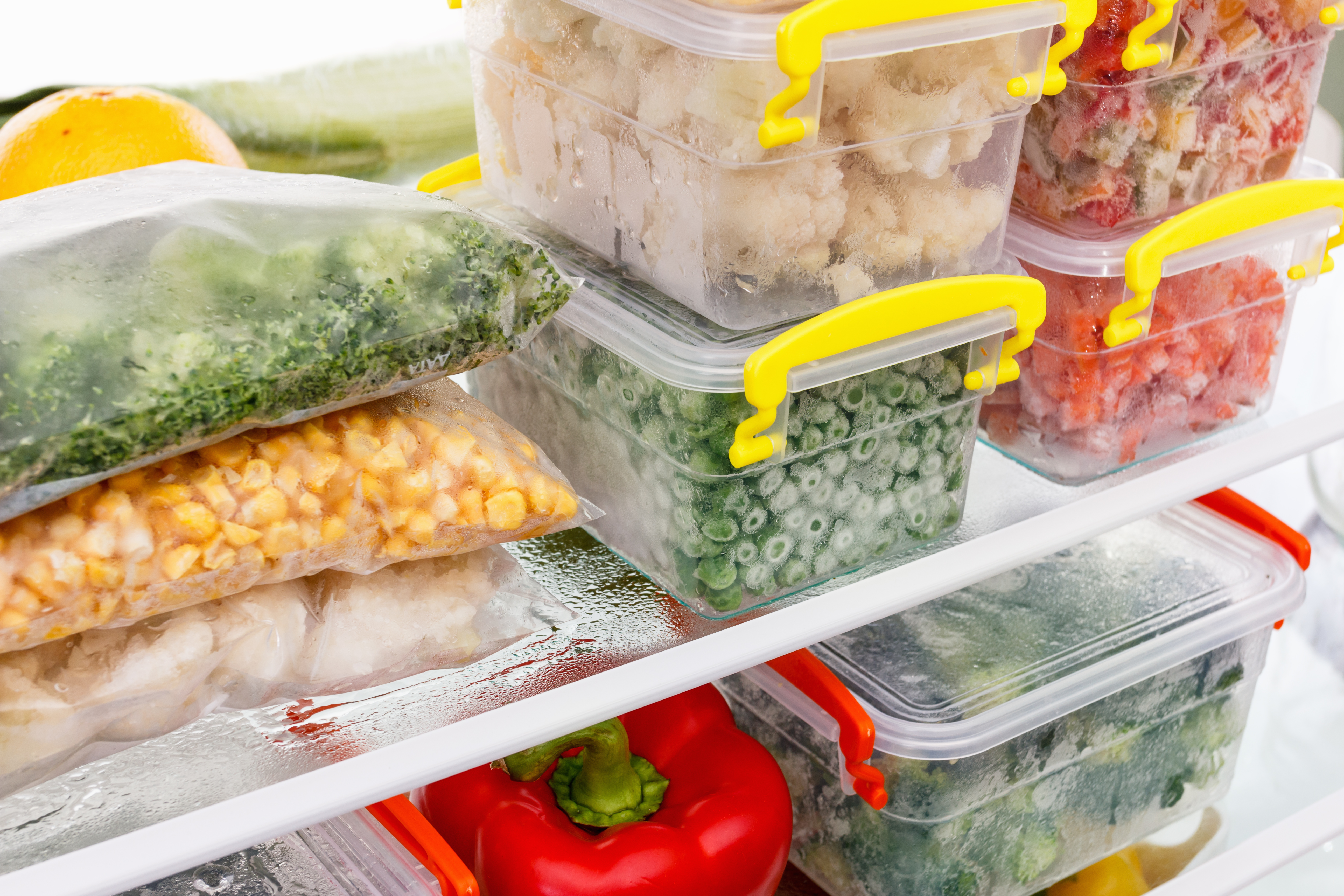 How to Pack Frozen Food for a Car Ride | LEAFtv