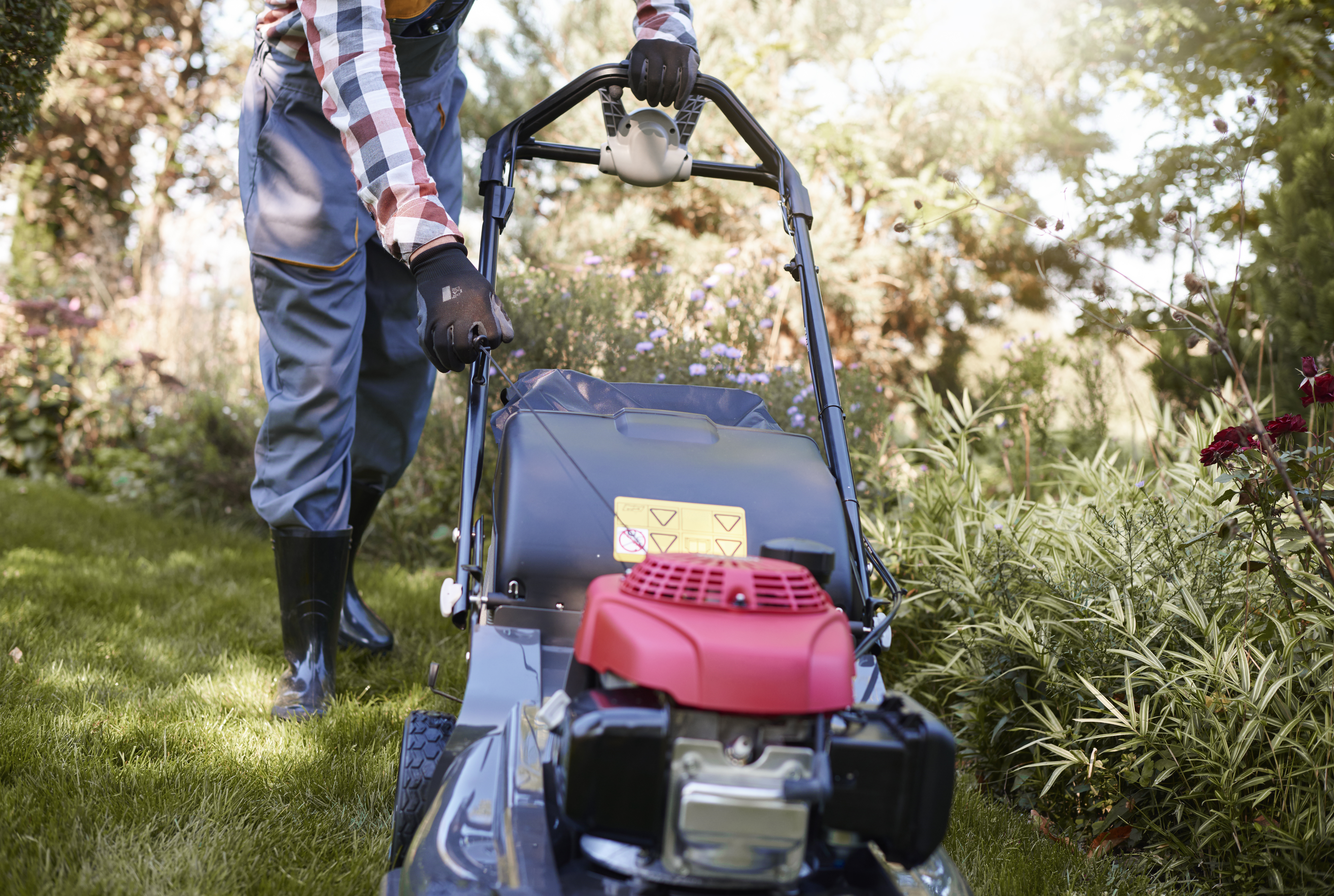 How to Know When a Lawn Mower Battery Is Dead? | Home Guides