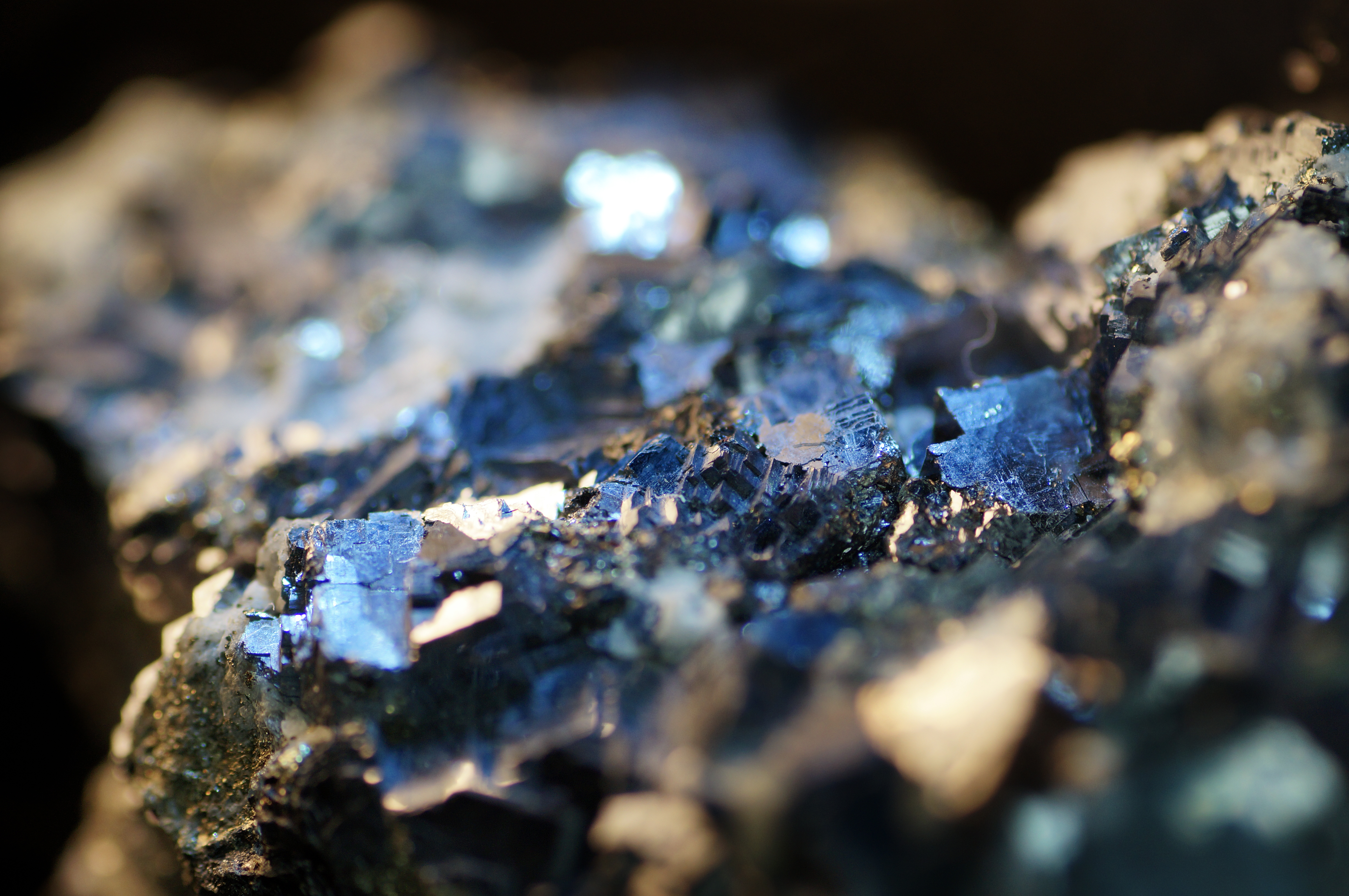 The Difference Between Silicate & Non-Silicate Minerals