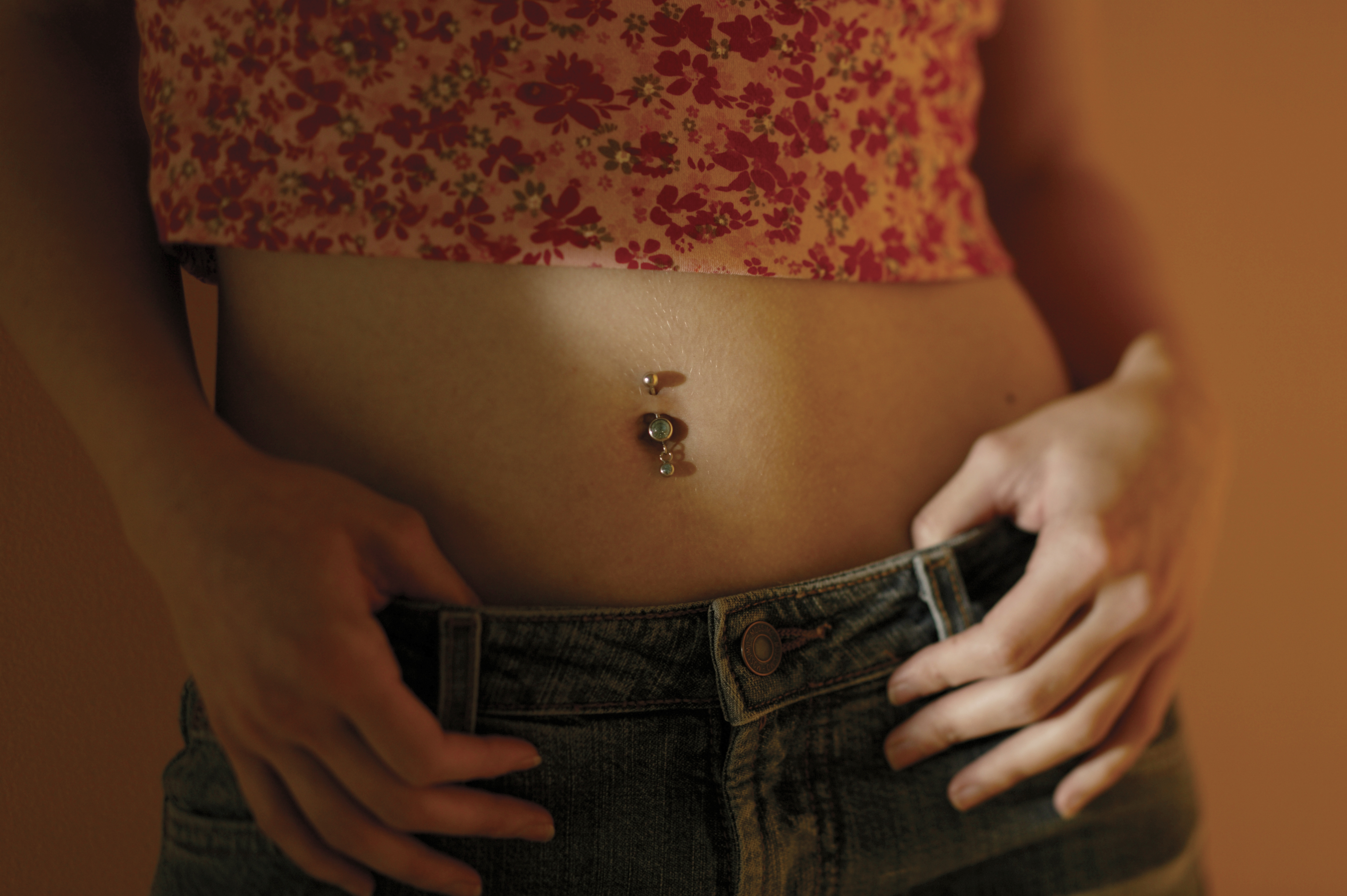 How Long Do You Need to Let a Belly Button Ring Heal Before Swimming? |  LEAFtv