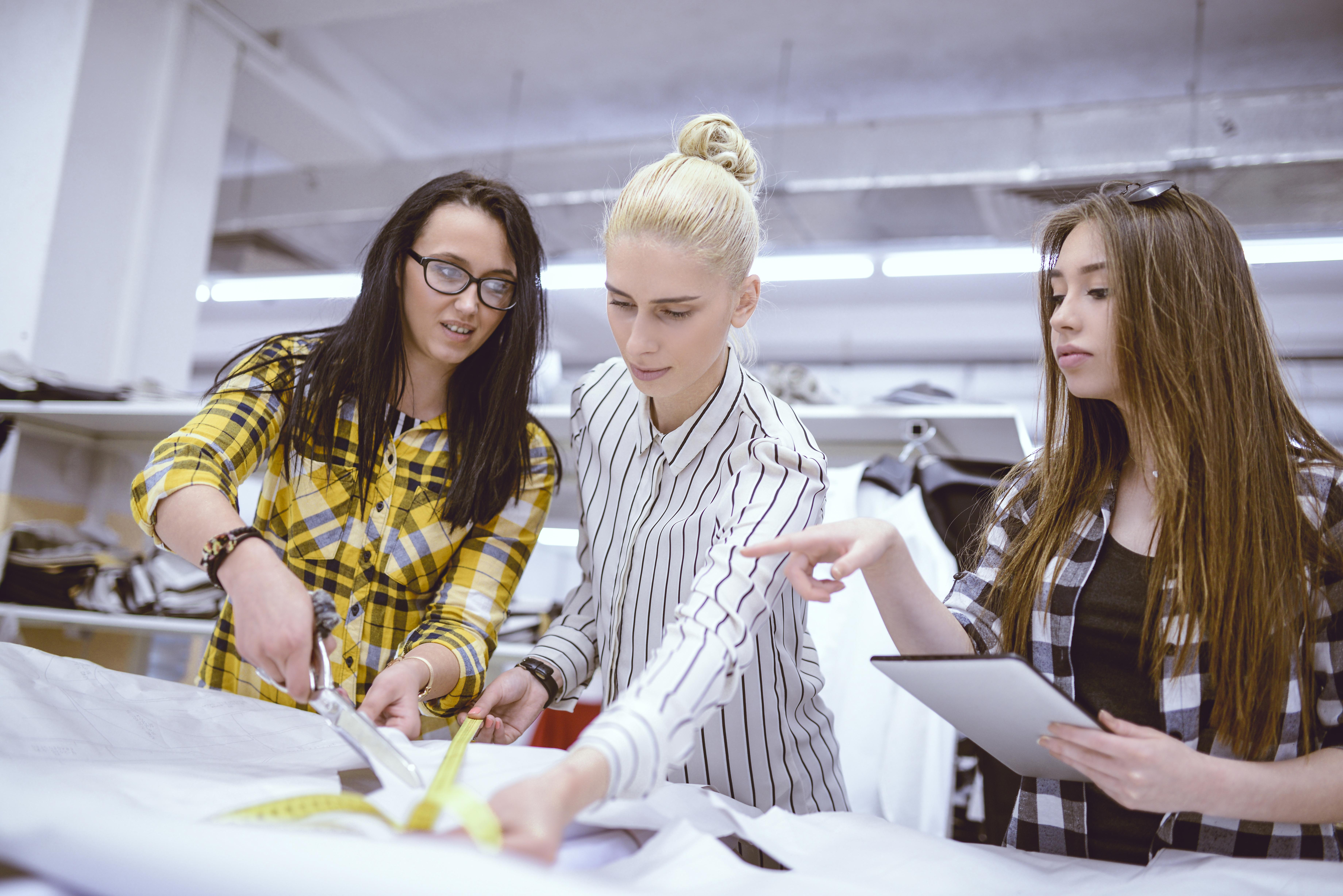 22251ba9b6e Cómo iniciar una empresa de diseño de ropa | Cuida tu dinero