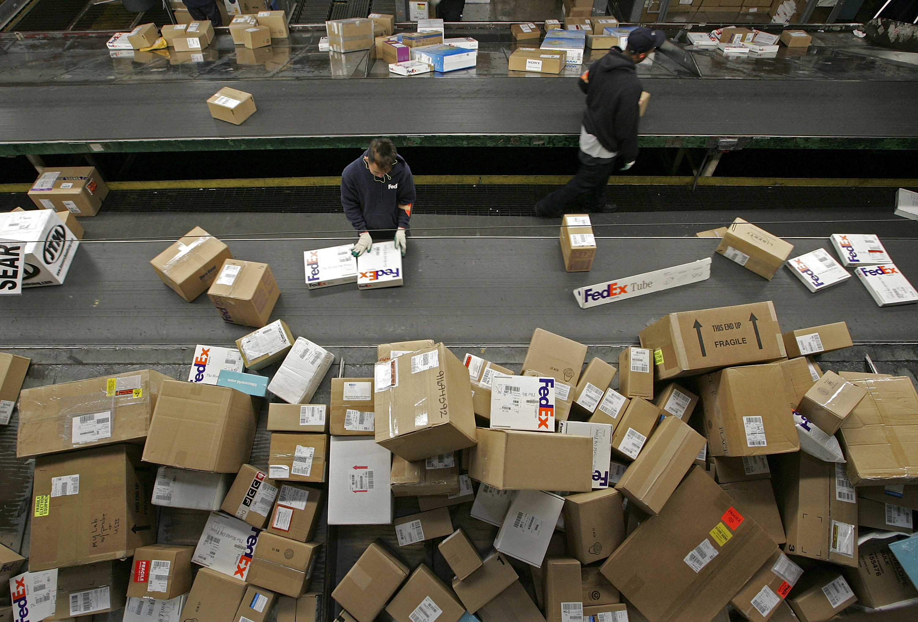 How to Track a USPS Parcel at US Customs | Bizfluent