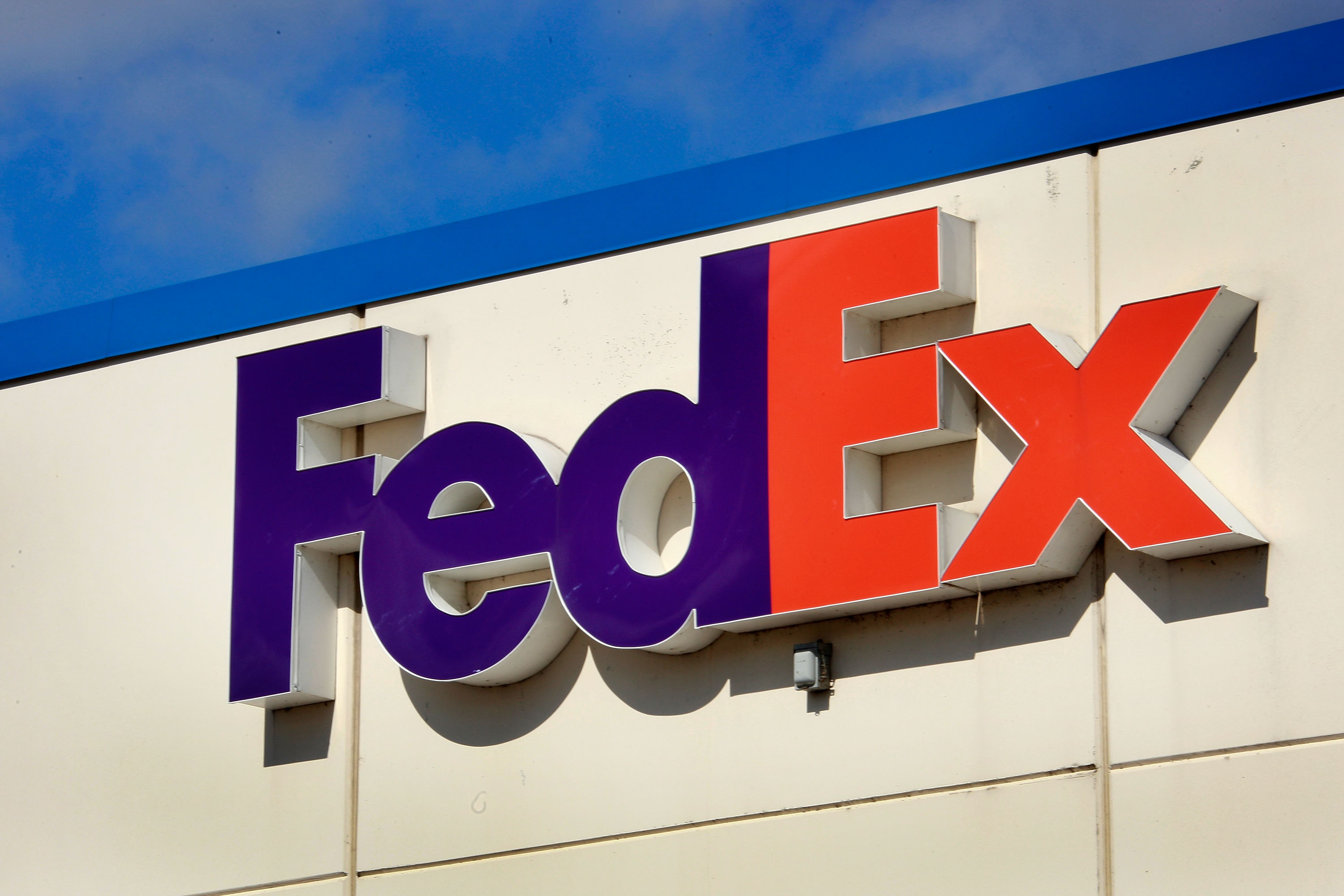 What Are Some of the FedEx Hubs in the U S ? | Bizfluent