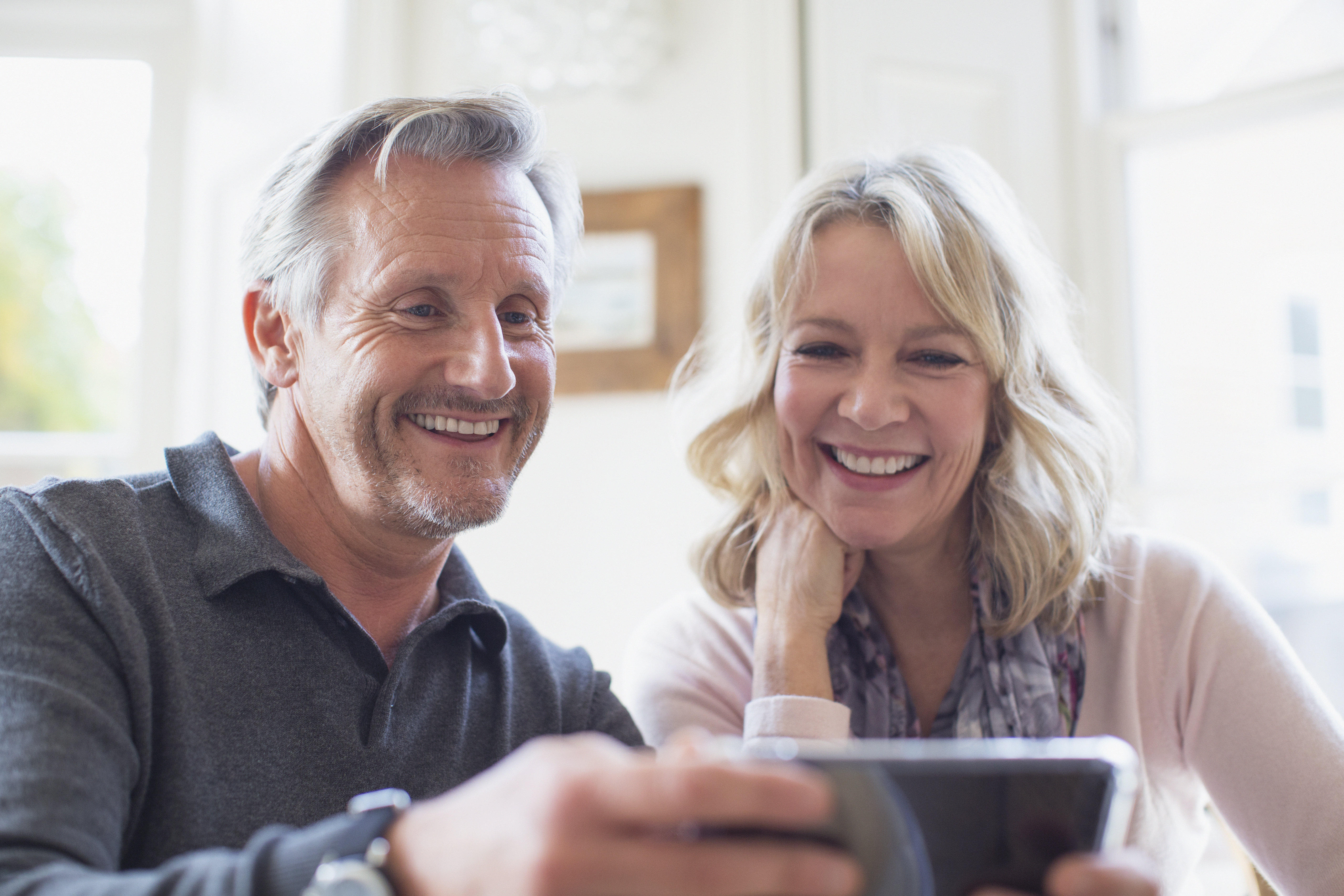 The Difference Between a Credit Reference & a Cosigner - Budgeting Money