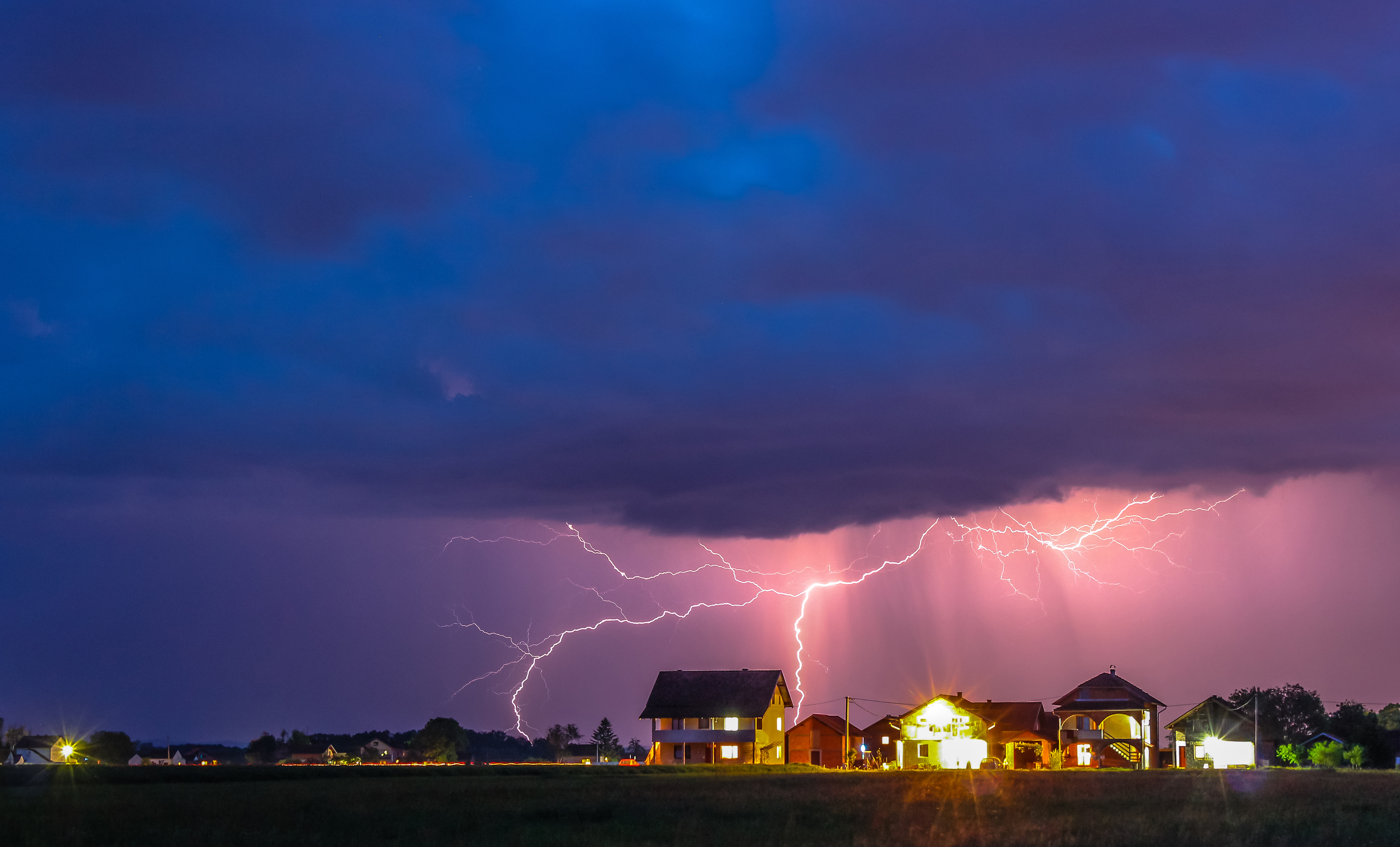Awesom Storm Front That Darkened >> Warning Signs Of Storms