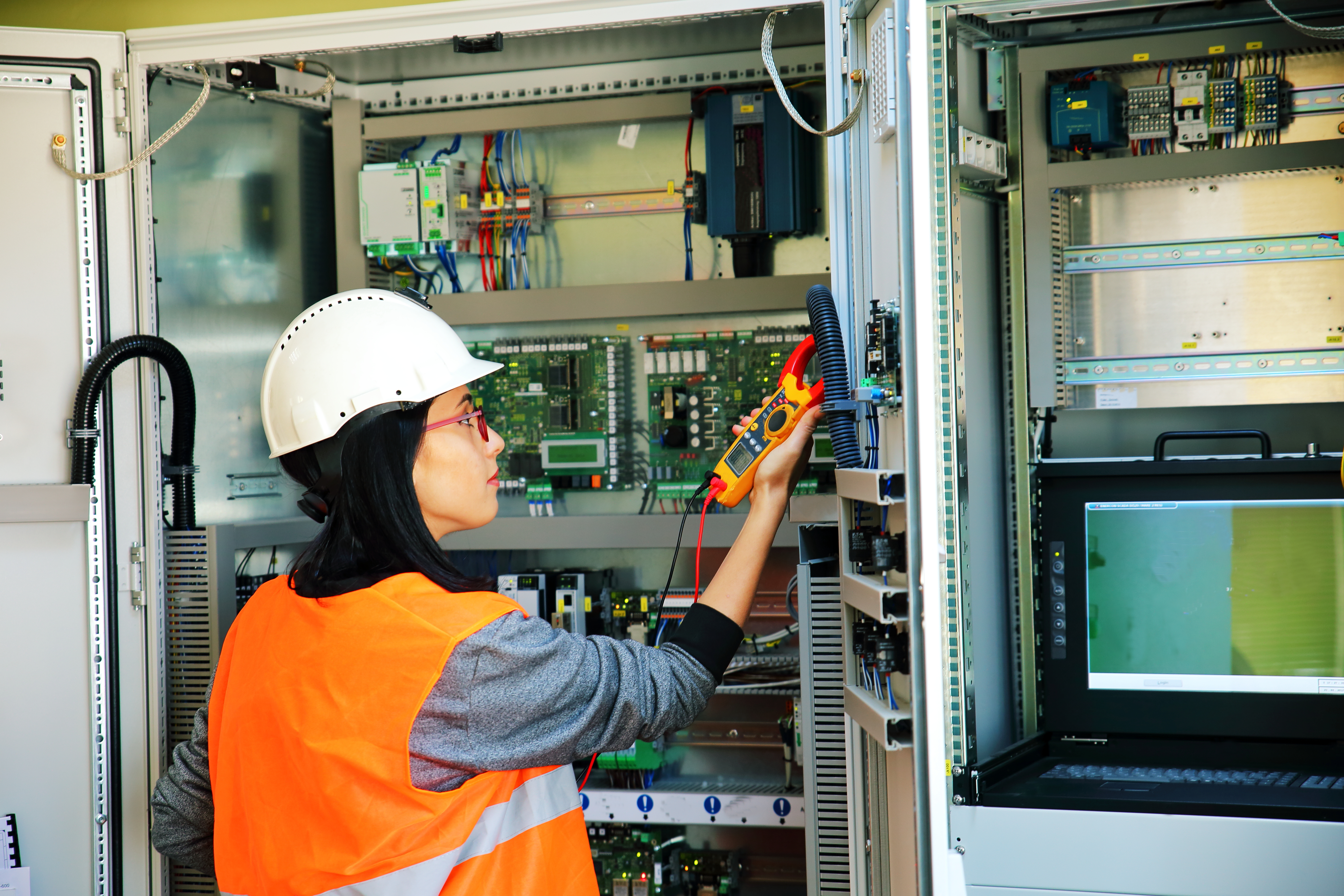 Master Electrician Salary >> How To Become A Master Electrician Chron Com