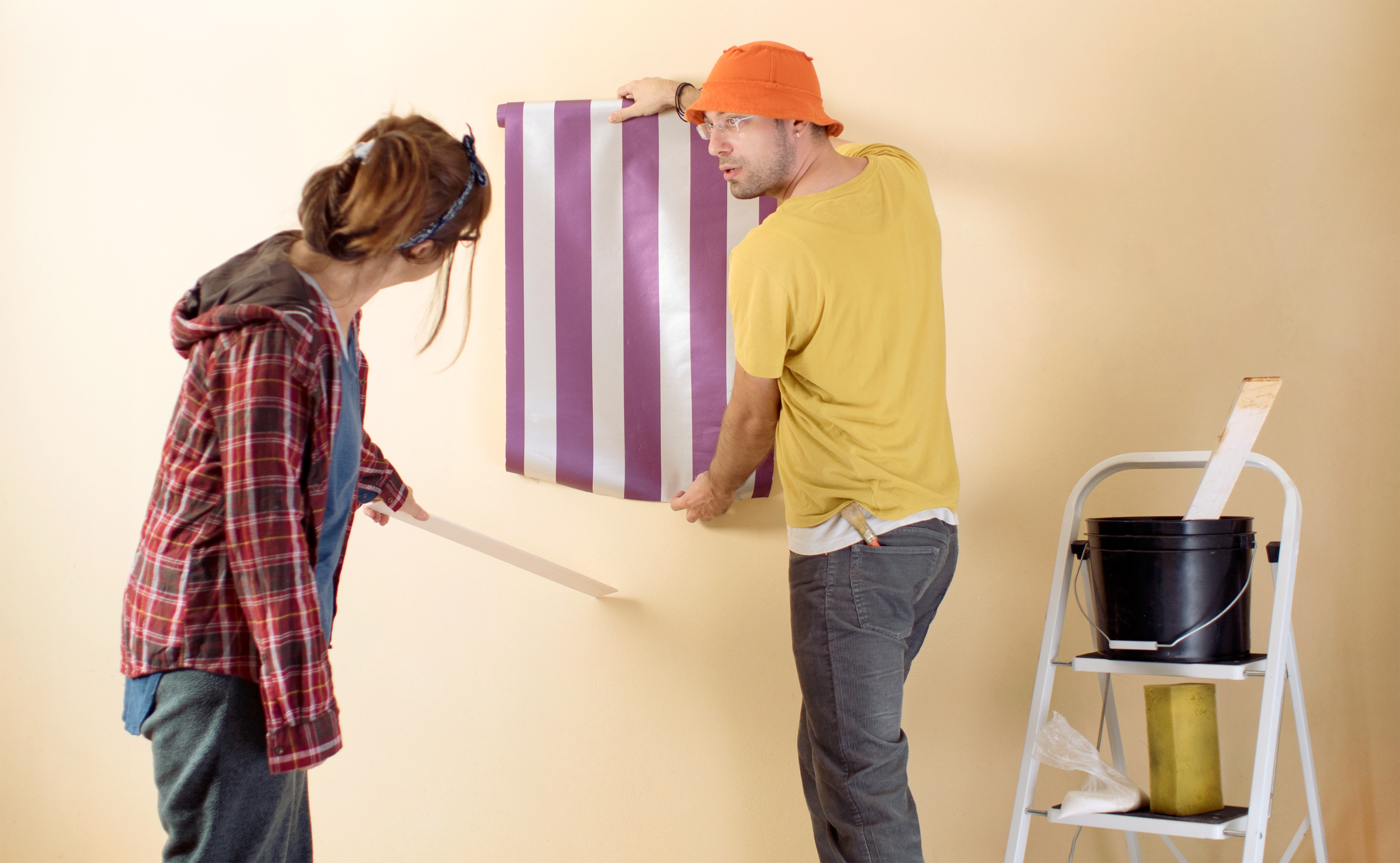 Do You Need to Size Your Walls When Hanging Wallpaper?