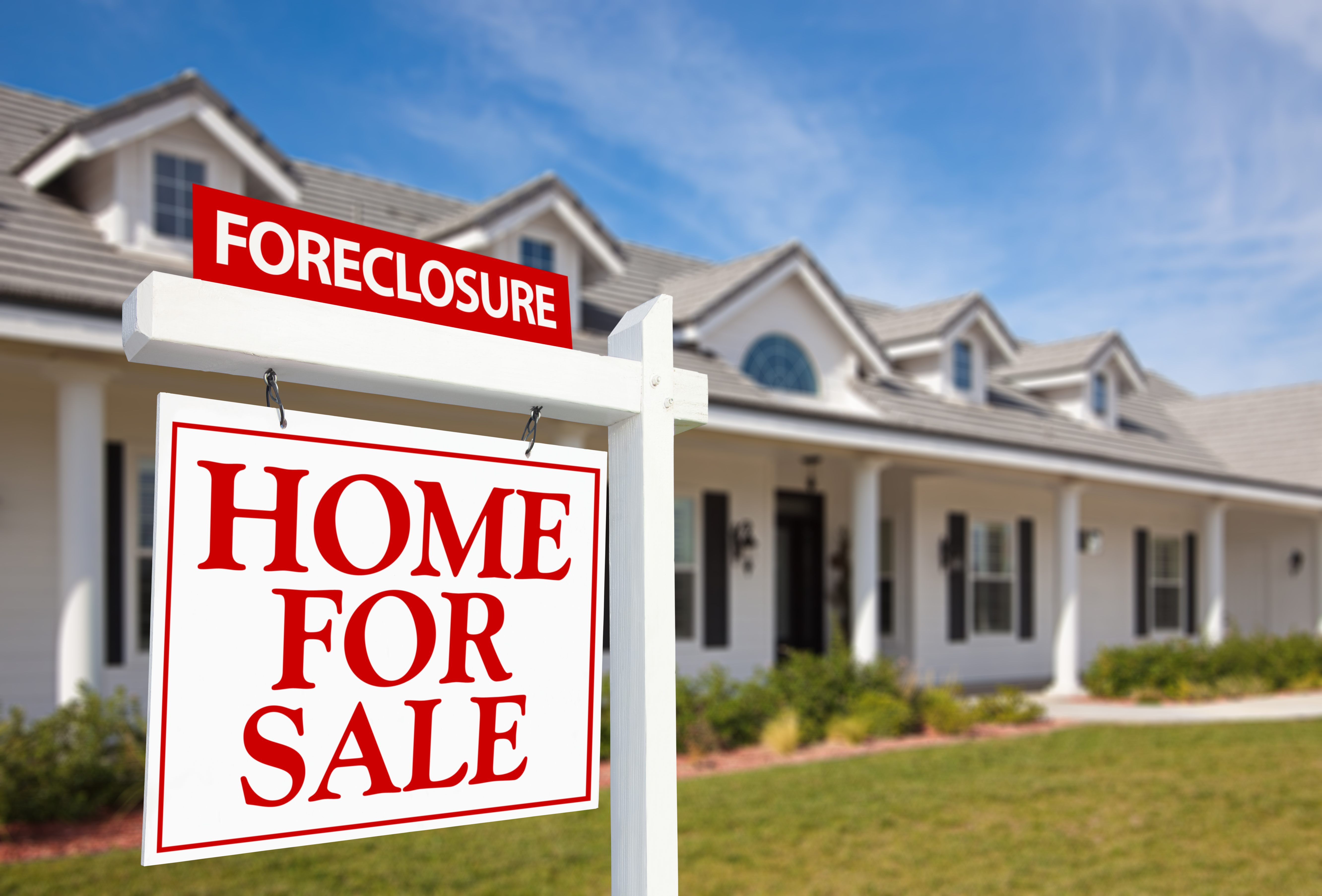 how long does a house foreclosure stay on your credit record