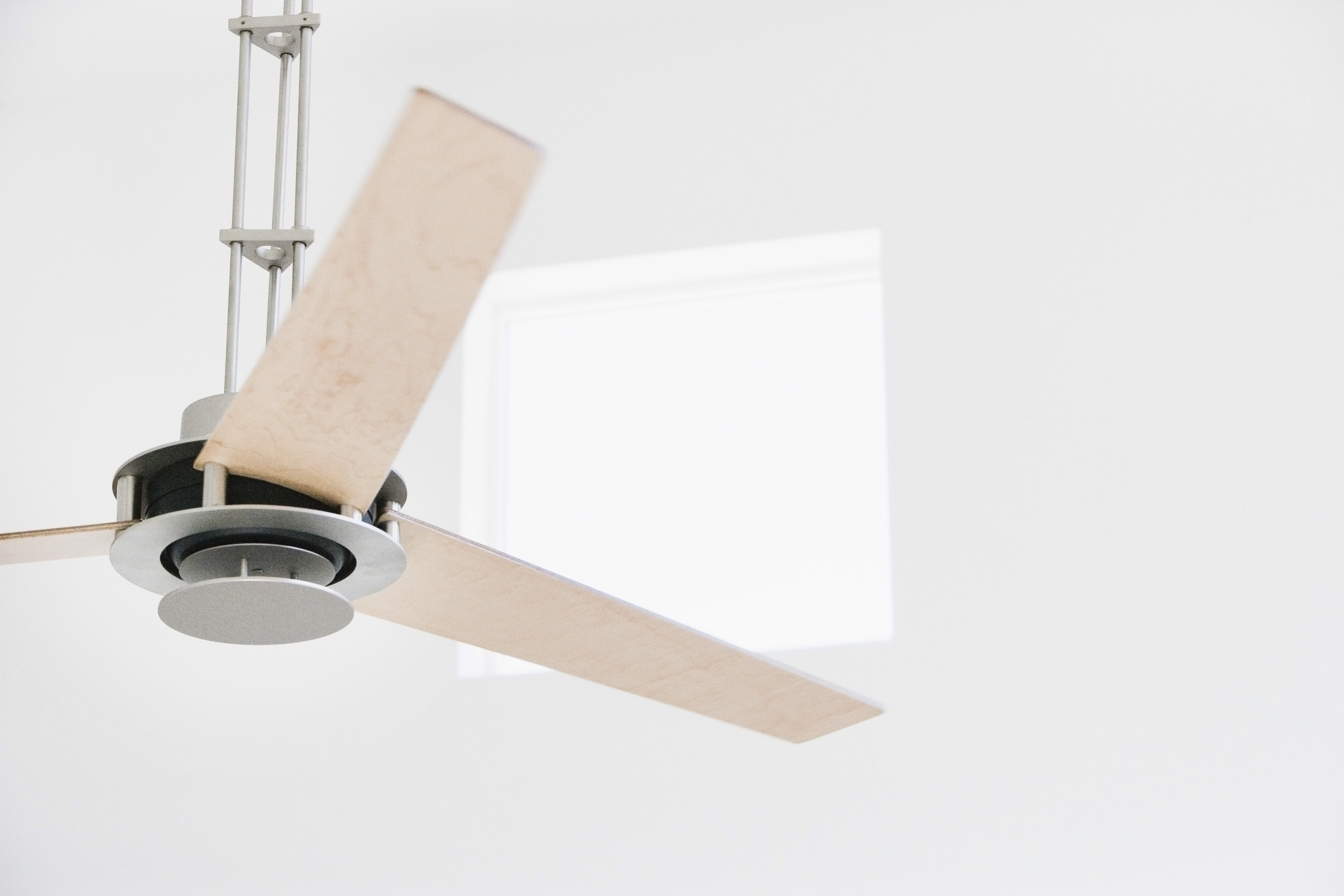 The Direction & Speed of Ceiling Fan Rotation in the Winter & Summer ...