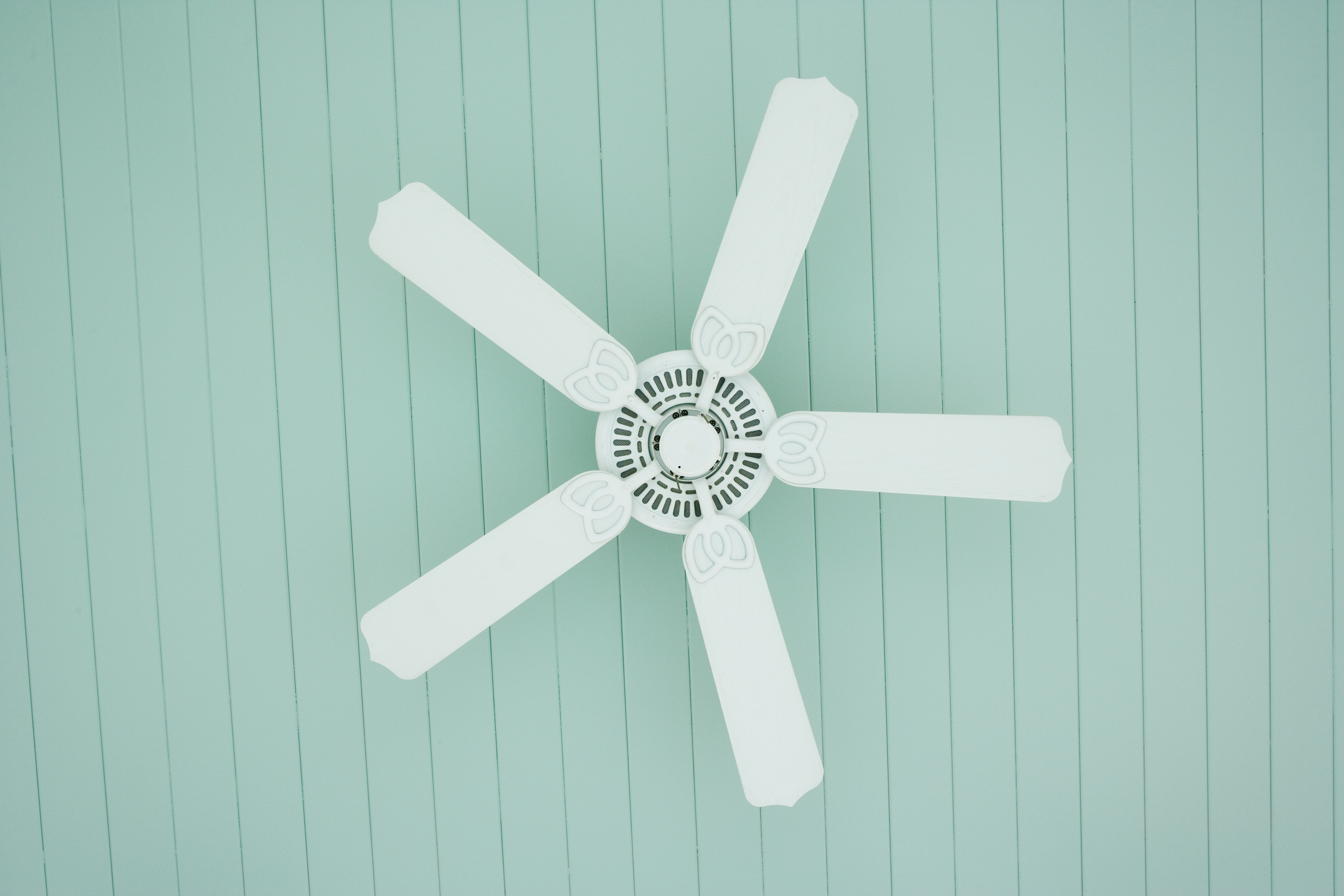 Should You Run an Air Conditioner & Ceiling Fan Together? | Home ...
