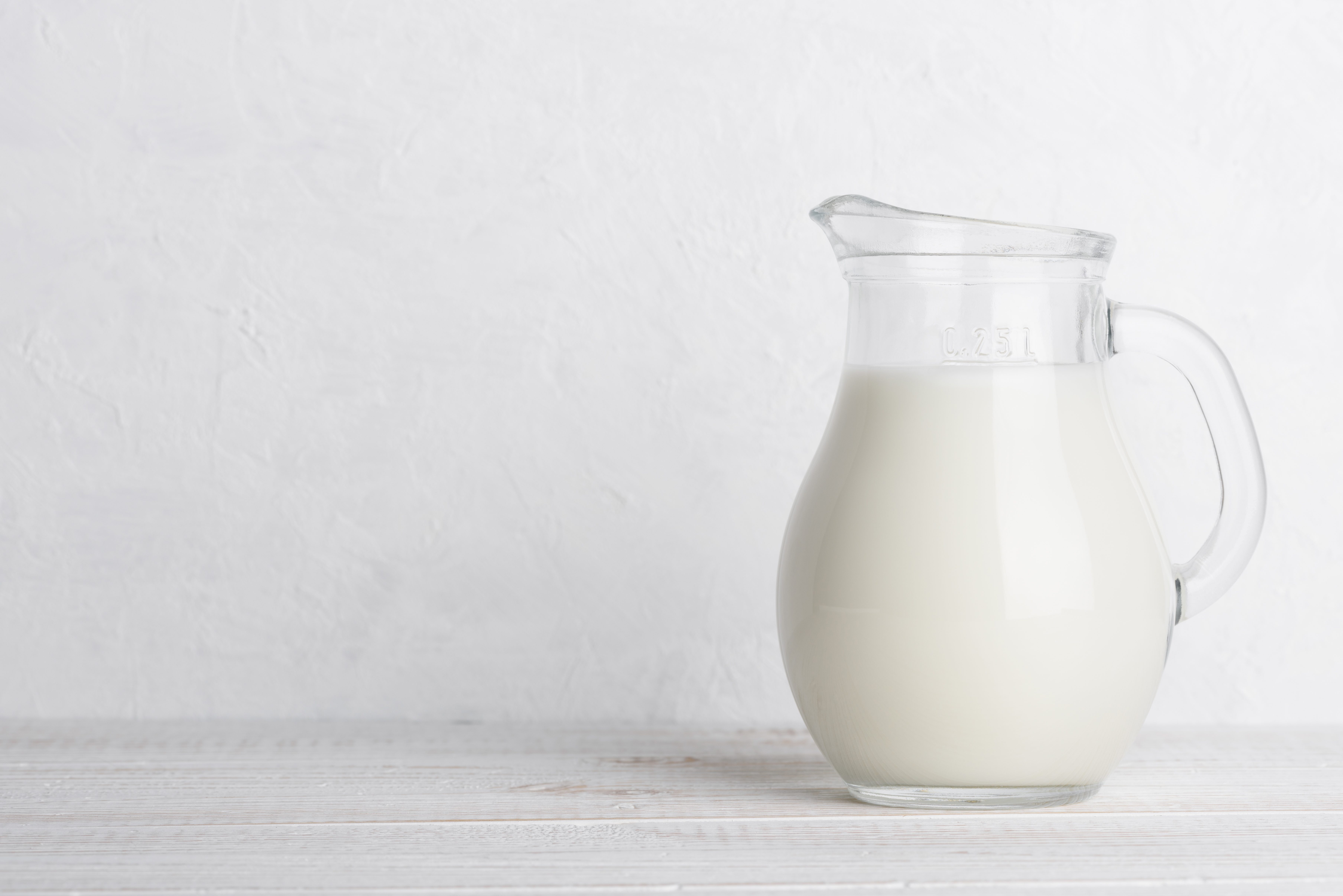 How many calories in a glass of skimmed milk