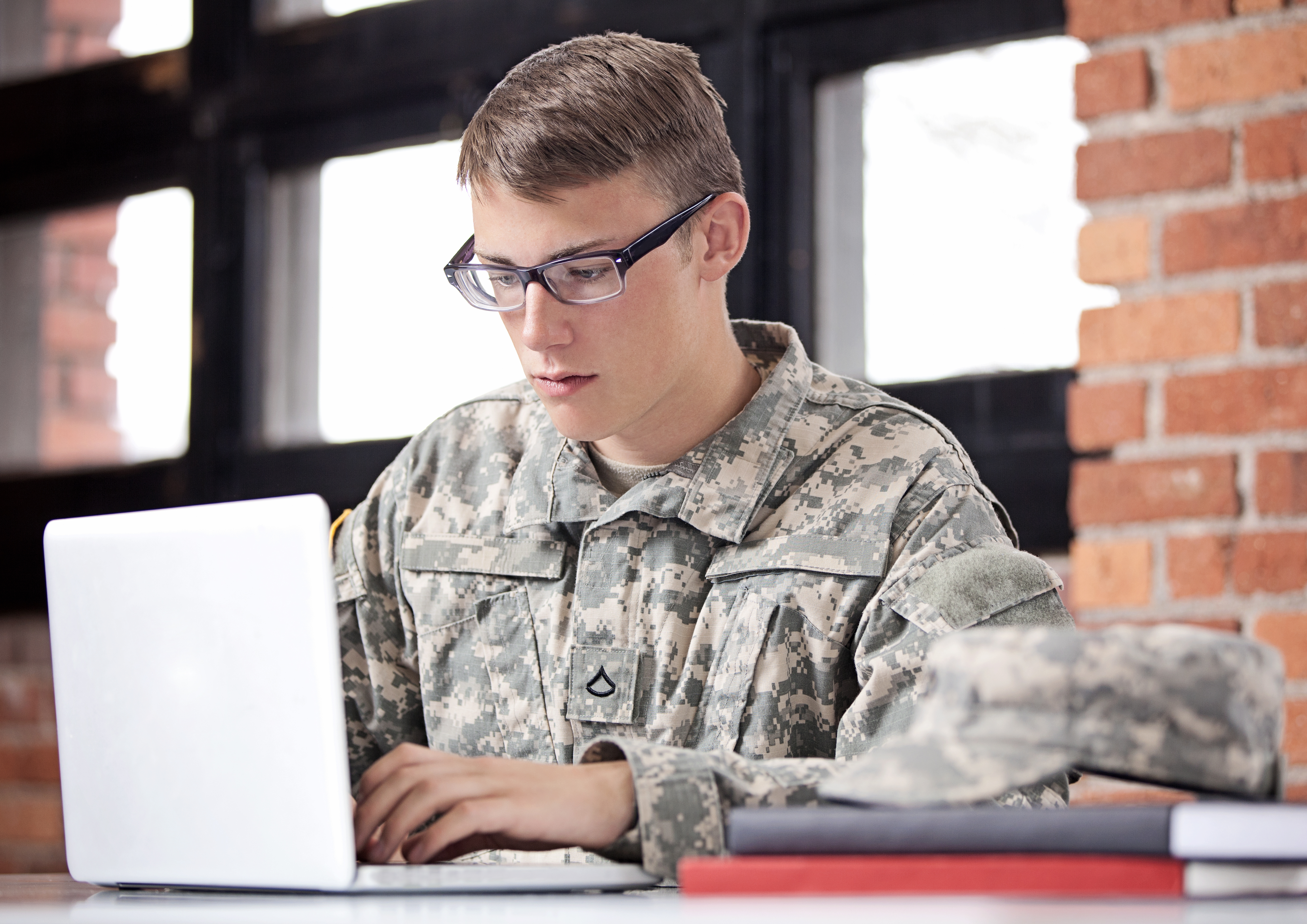 Can I Enlist in the Army if I Wear Glasses? | Career Trend