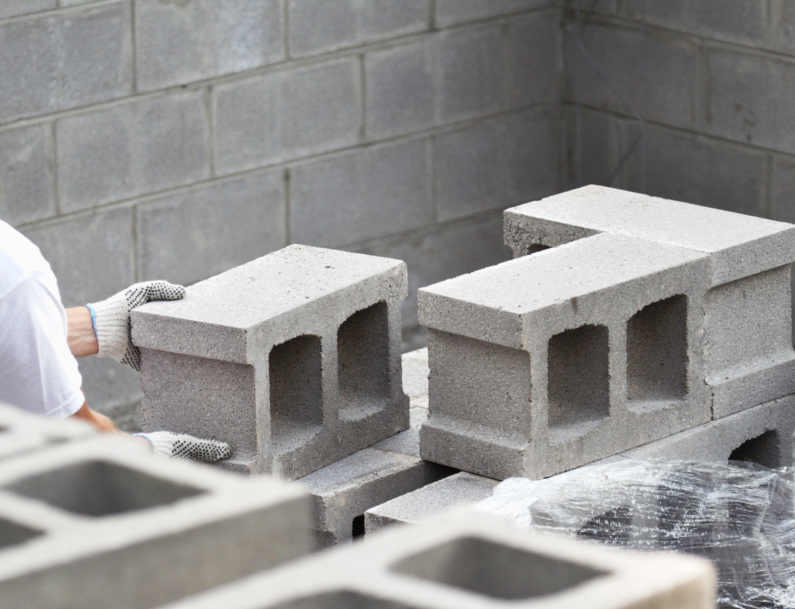 How to Get Rid of White Alkaline on Cinder Block Walls