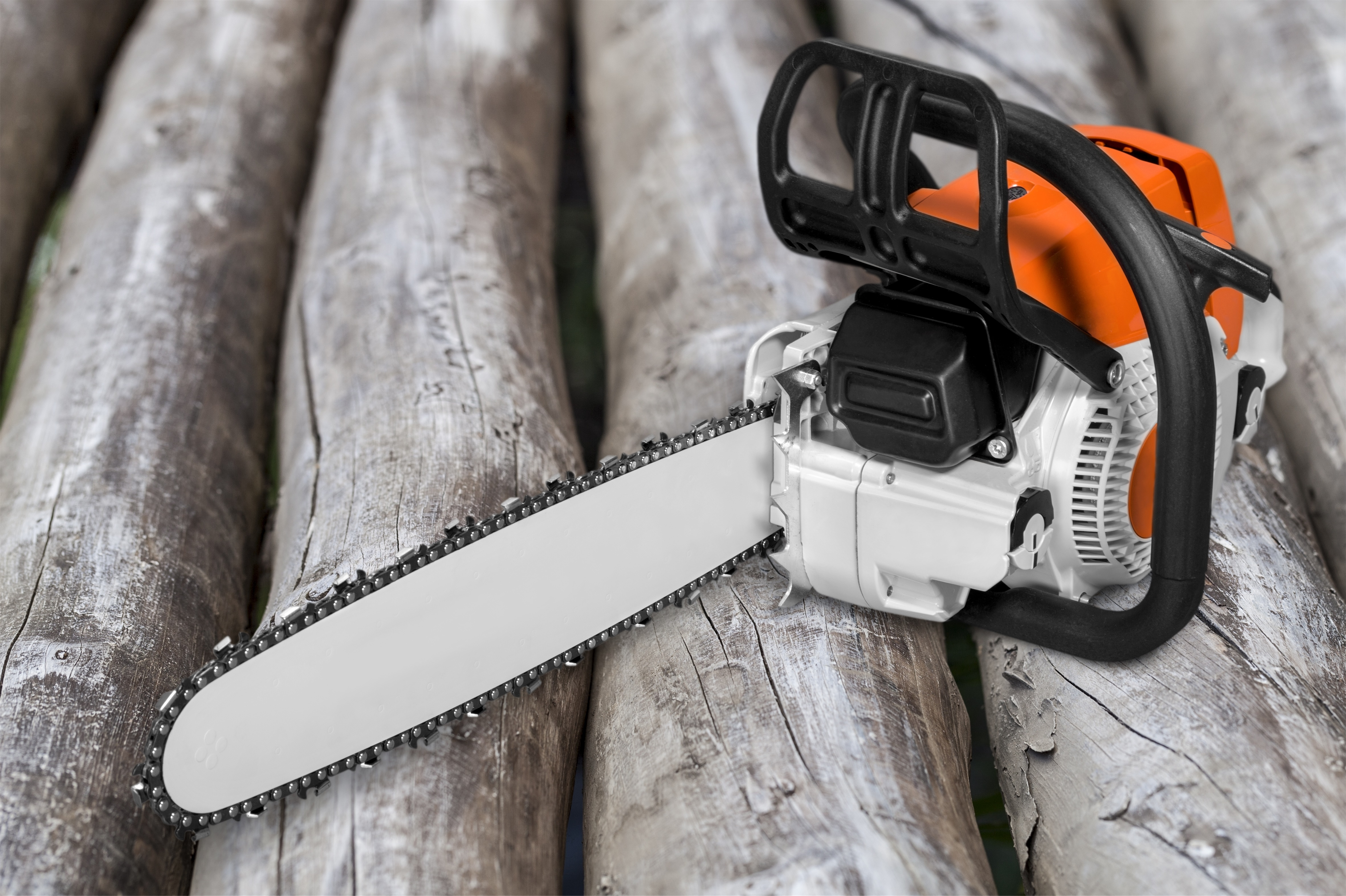 What is the Gas-Oil Ratio For A Chainsaw? | Hunker