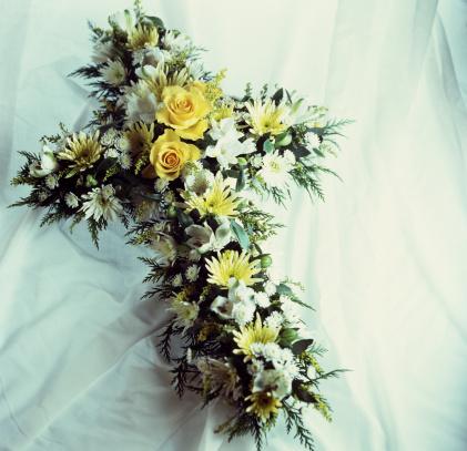 How To Make A Large Floral Arrangement For A Casket
