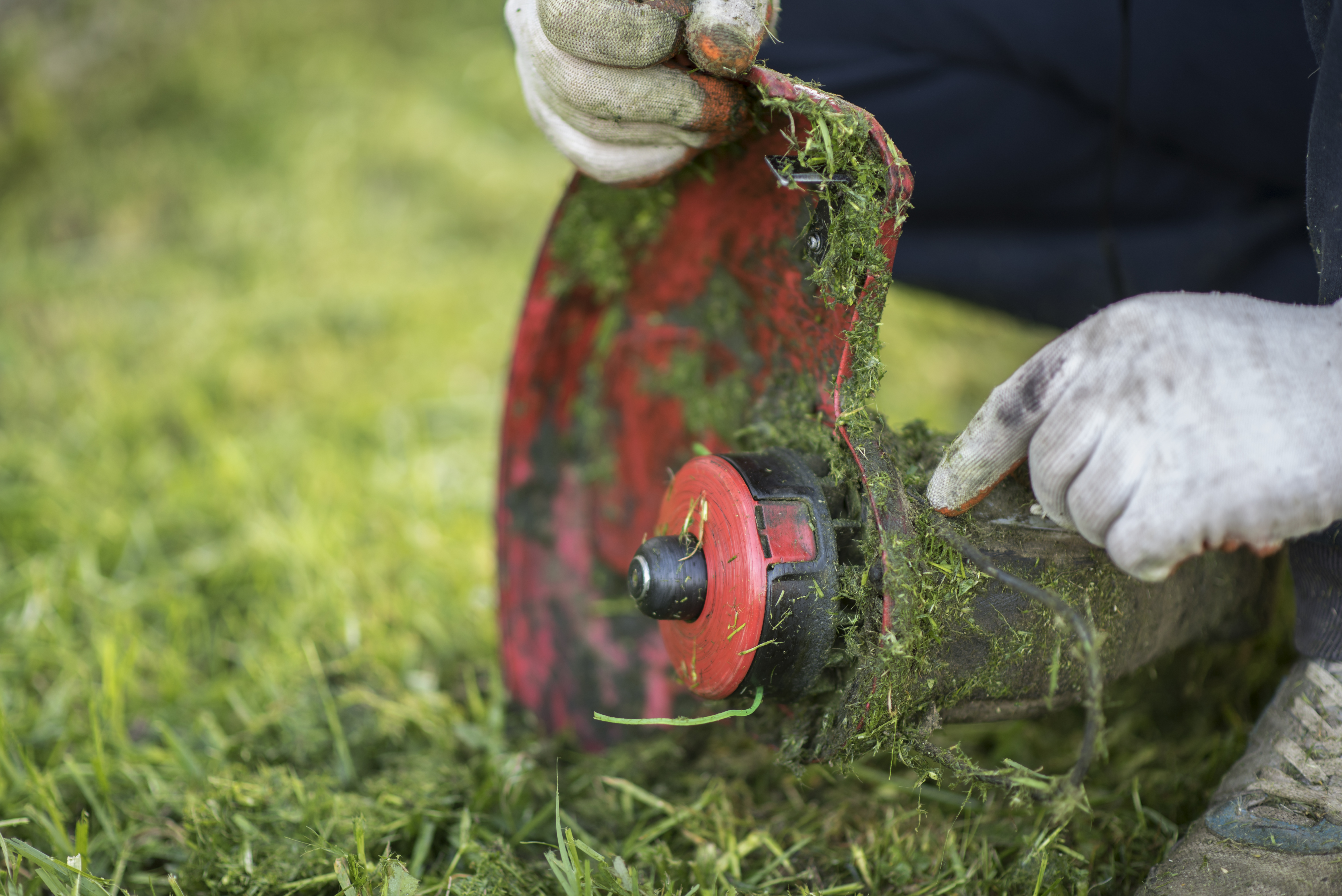 How to Repair a Grass Trimmer That Only Runs in Choke | Hunker