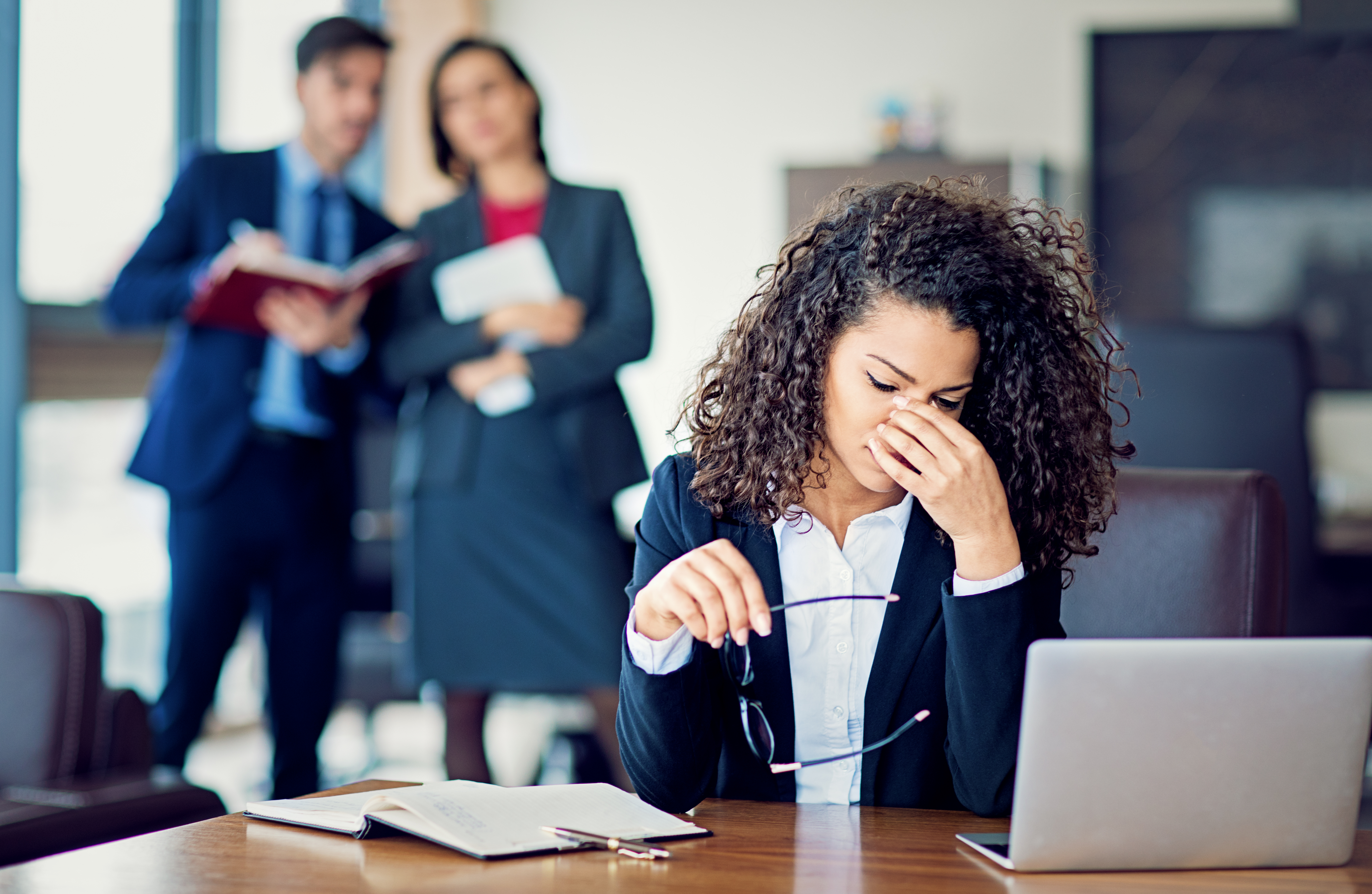 How To Emotionally Deal With Backstabbing Coworkers That Gossip