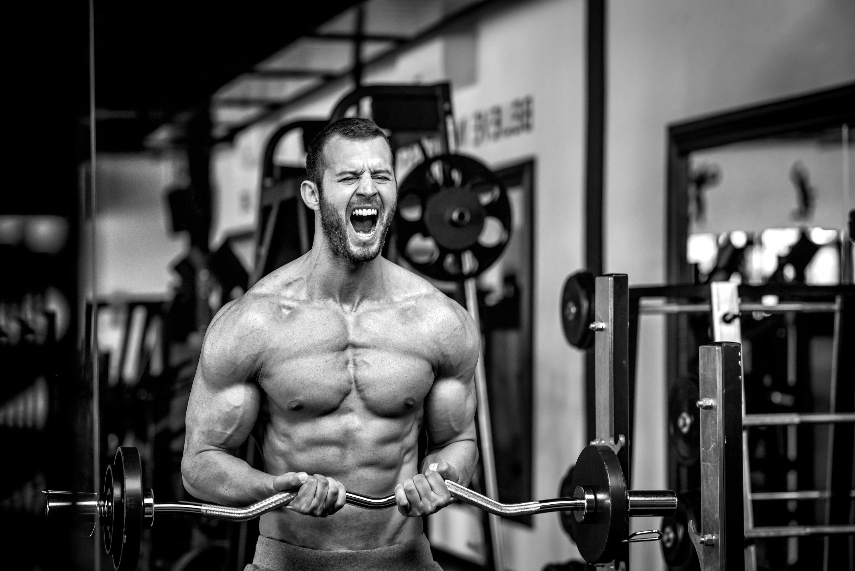 cuales son los niveles normales de testosterona en el hombre