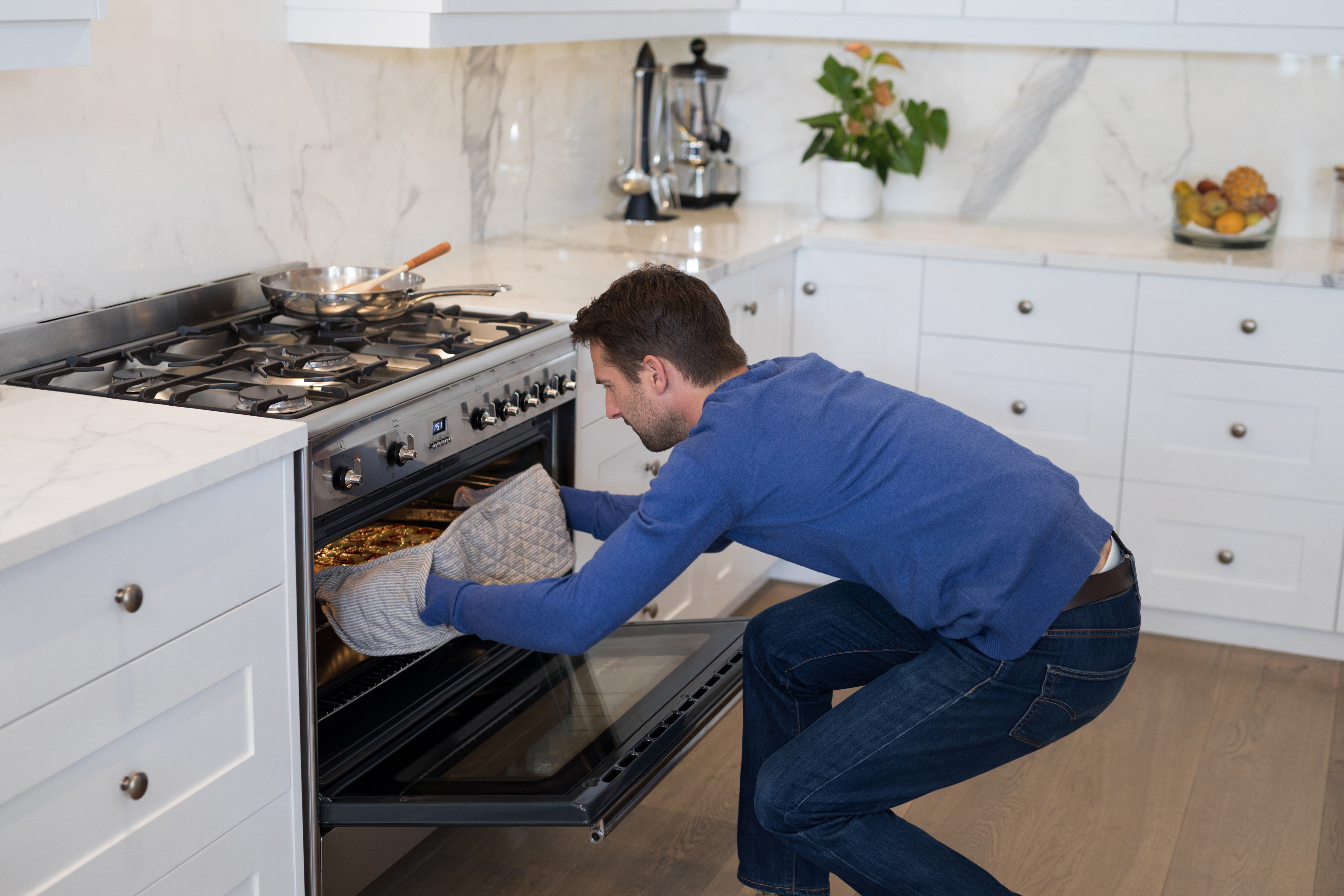 How to Use a Gas Oven | Hunker