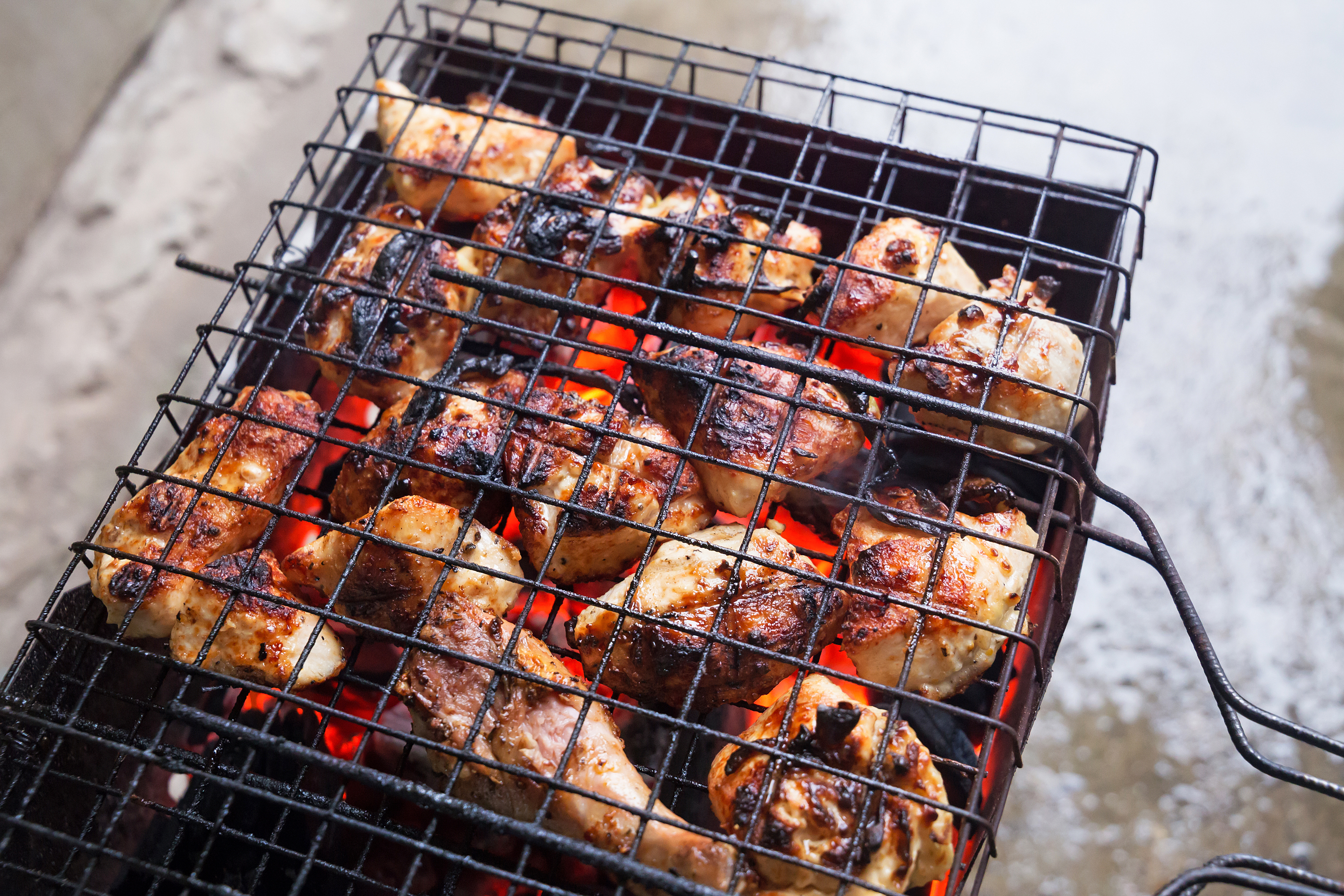 How to Season Porcelain Grill Grates  LEAFtv