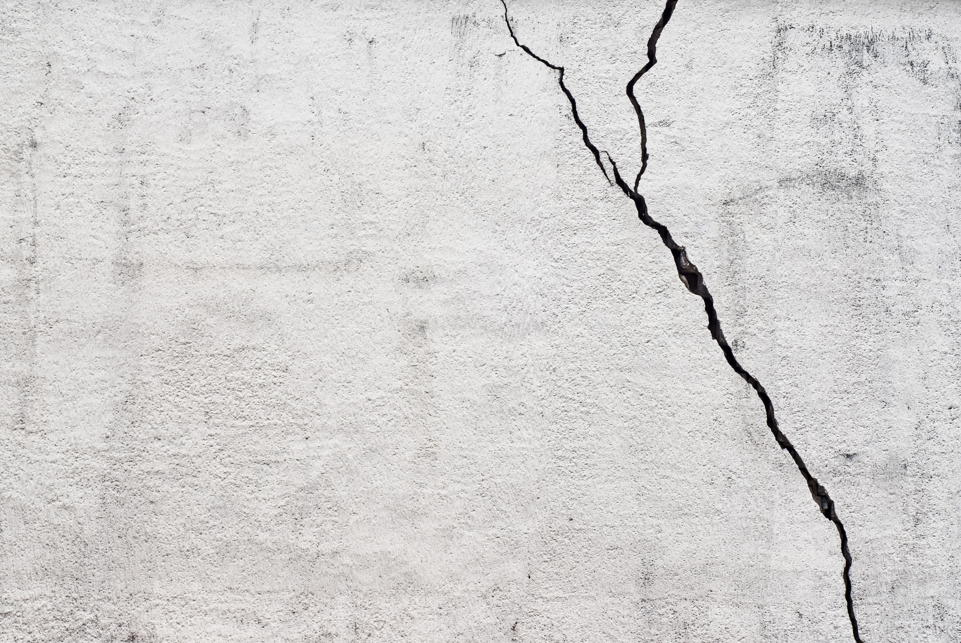 How to Determine if the Cracks in Walls Are Serious | Home Guides ...