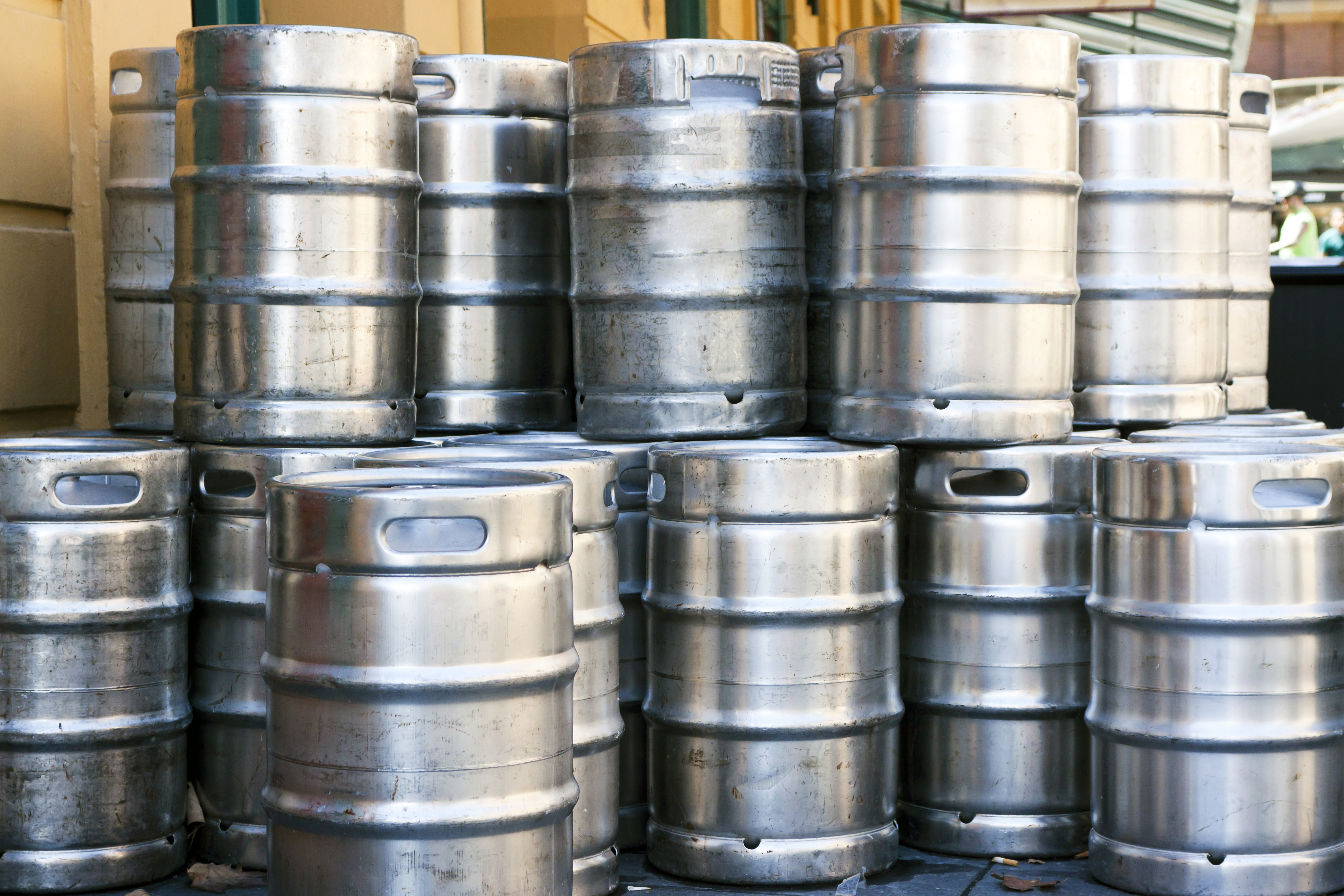 How To Empty Beer Kegs Without A Tap Leaftv