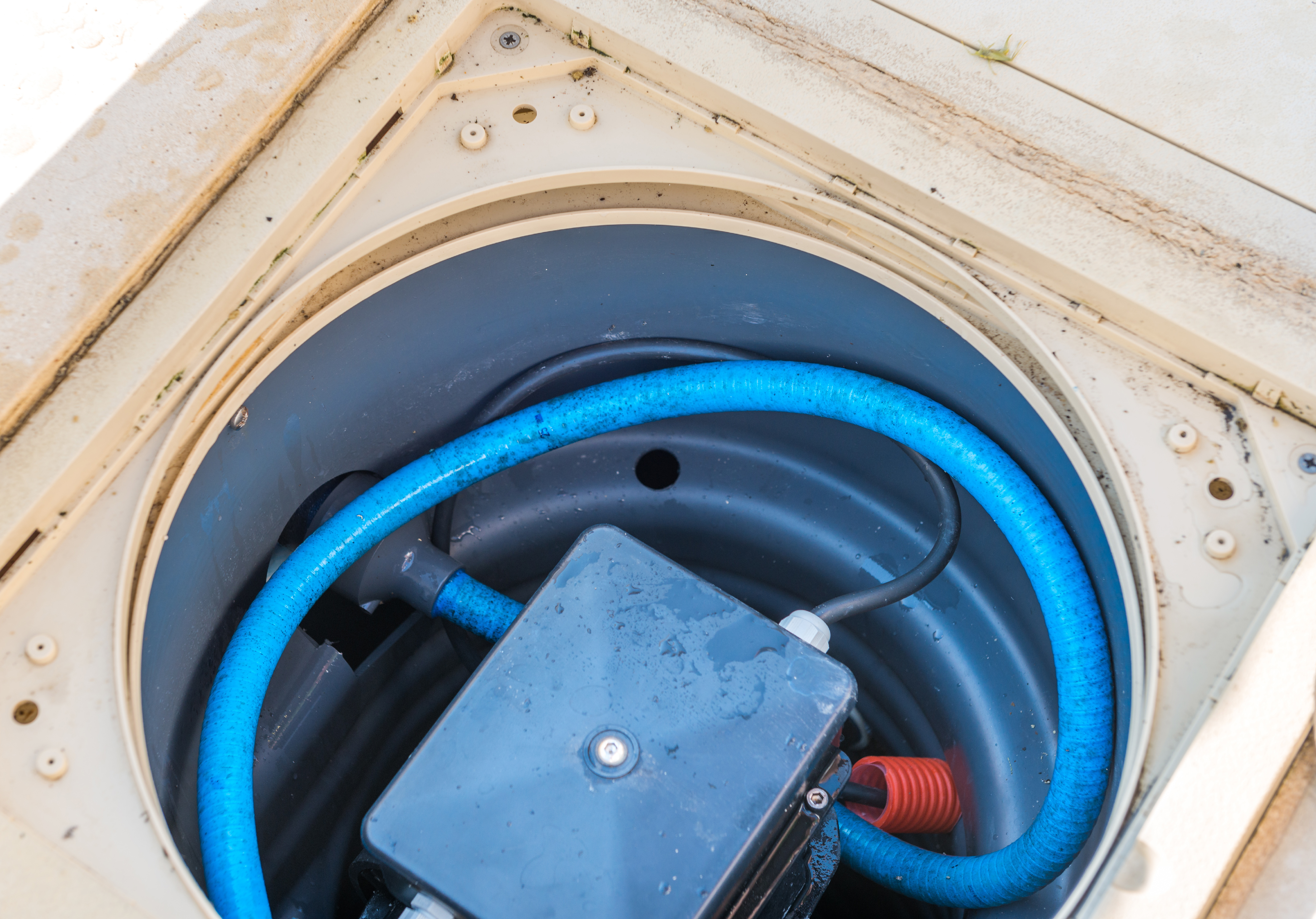 What Causes My Swimming Pool Pump to Turn off? | Hunker