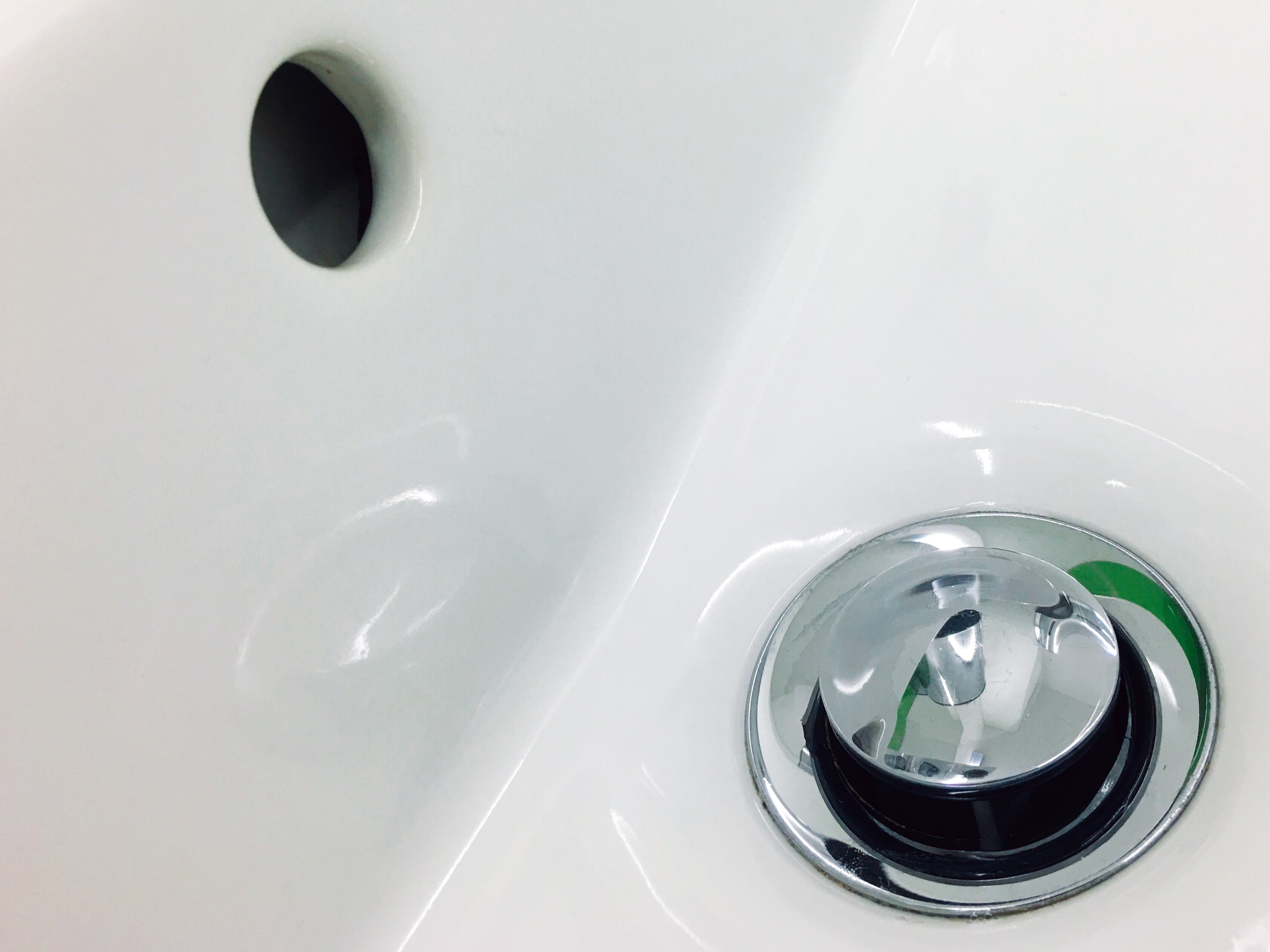 How to Repair a Small Surface Chip in a Fiberglass Tub