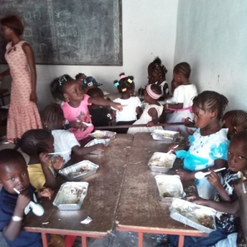 School feeding and gardens for Gambian pupils