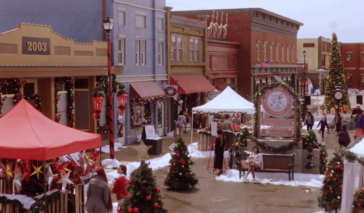 Christmas Town 2019.Candace Cameron Bure Hosts Miracles Of Christmas Countdown