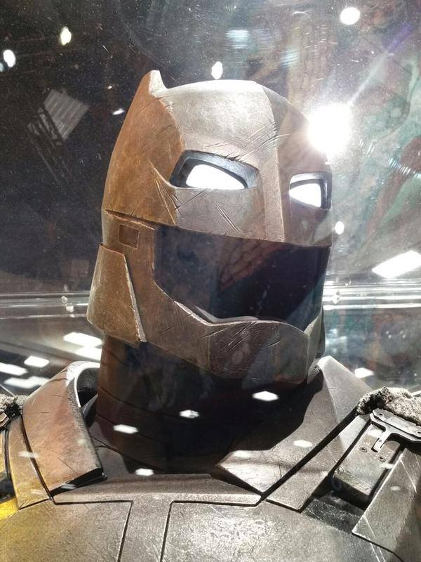 A close up of the Cowl!