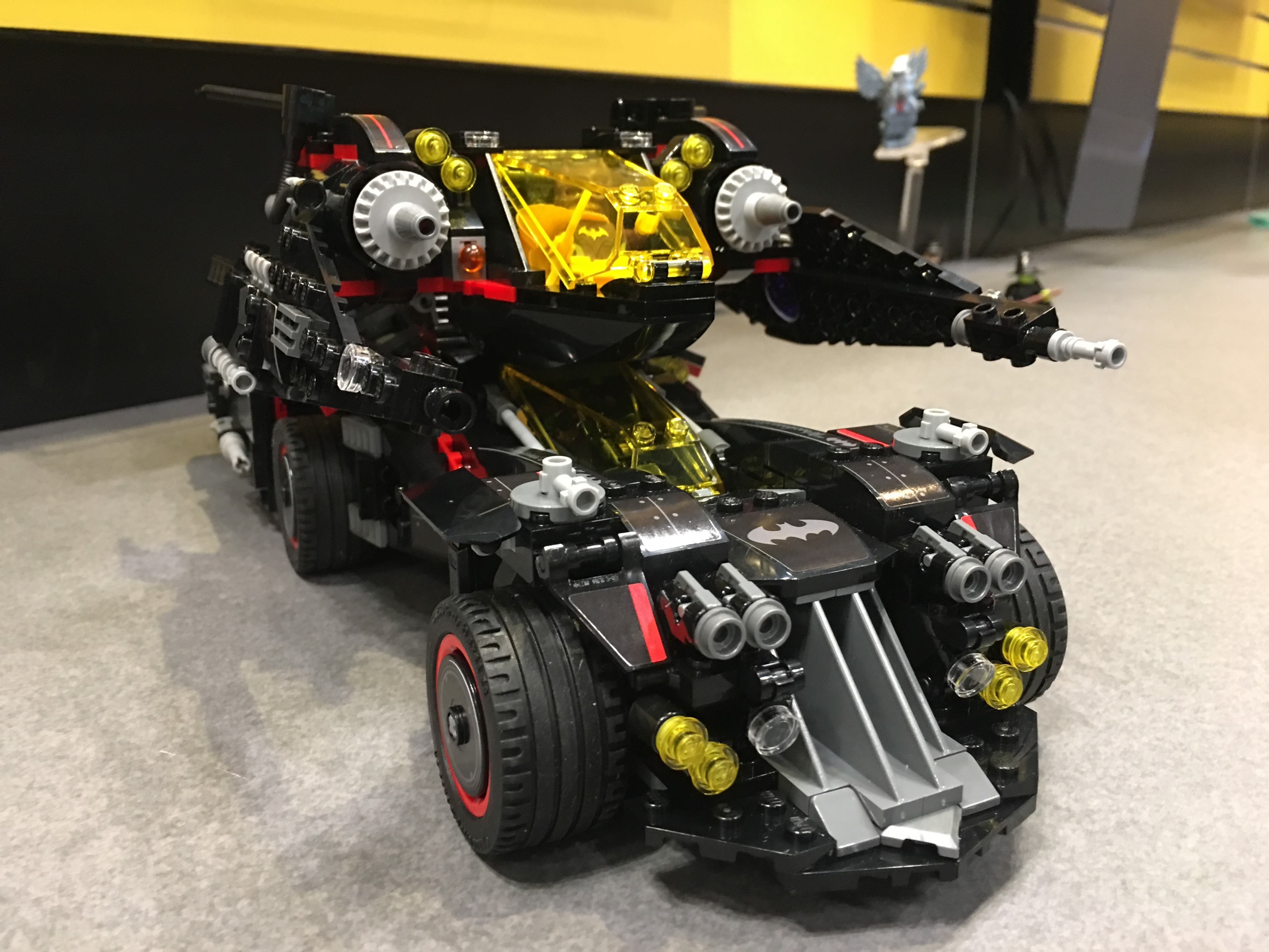 toy fair 2017 39 the lego batman movie 39 batmobile set revealed dark knight news. Black Bedroom Furniture Sets. Home Design Ideas