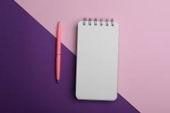 دفتر ملاحظات مع قلم