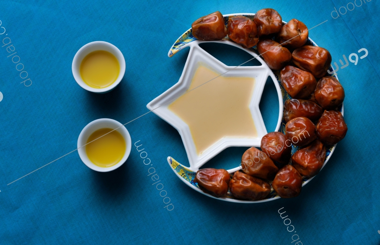 افطار رمضان تمر بالطحينة وقهوة عربية