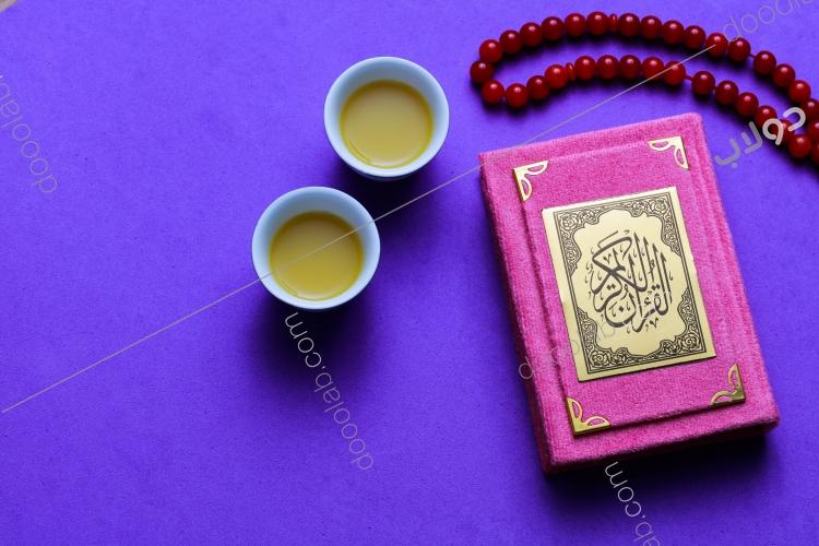 القرآن الكريم مع السبحة والقهوة العربية