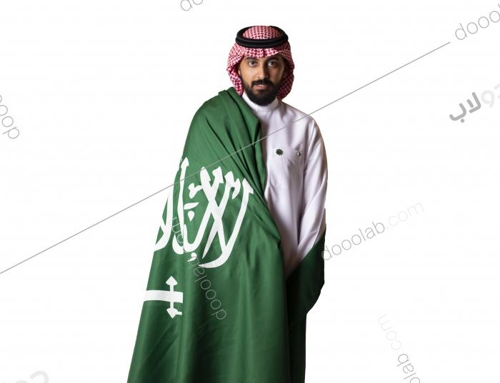 رجل يرتدي العلم السعودي