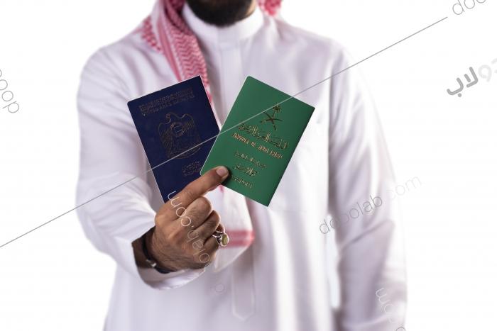 سعودي يحمل الجواز السعودي والاماراتي