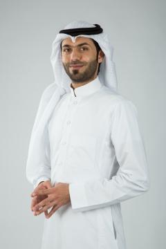 شاب سعودي بتسم