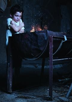 صورة طفل يتدفى